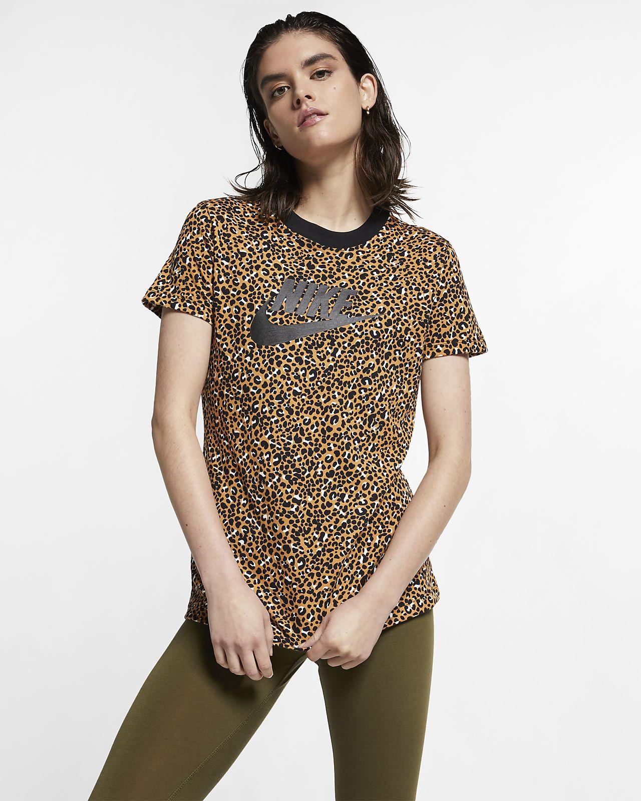 Nike Sportswear Animal Print Kadın Tişörtü