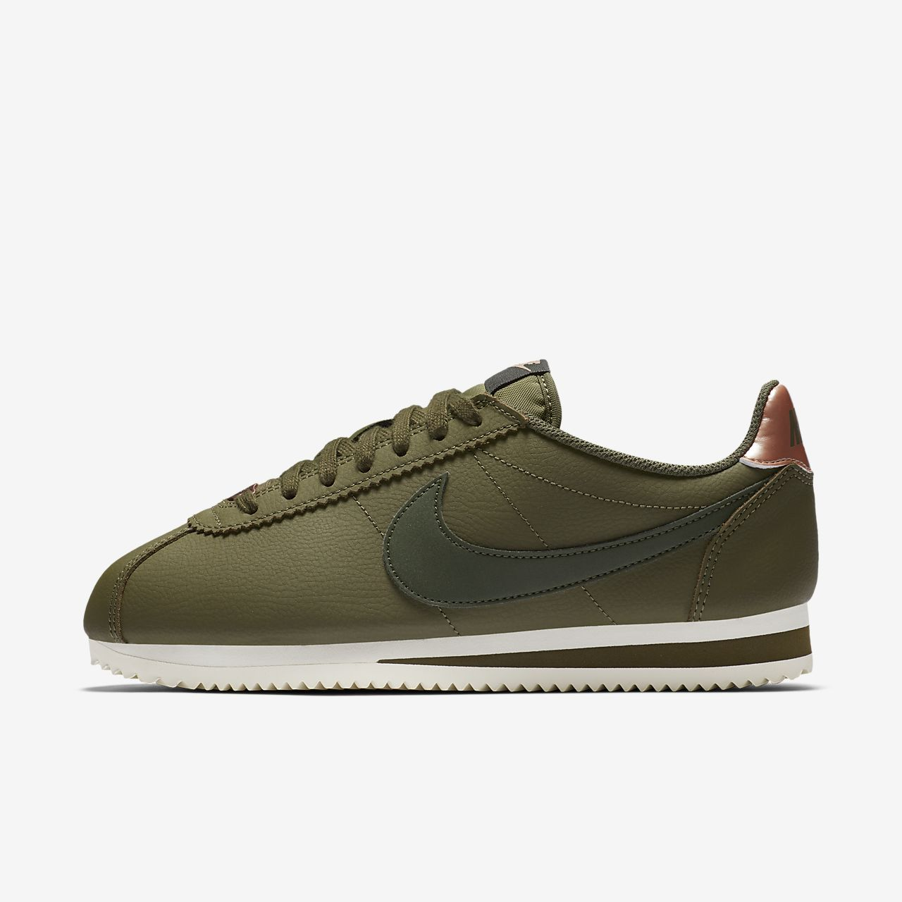 quality design 7bb46 a9b4c Nike Classic Cortez Leather Women's Shoe