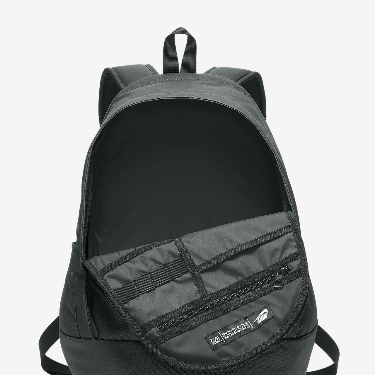 5b4c19fb5a Batoh Nike Sportswear Cheyenne 3.0 Solid. Nike.com CZ