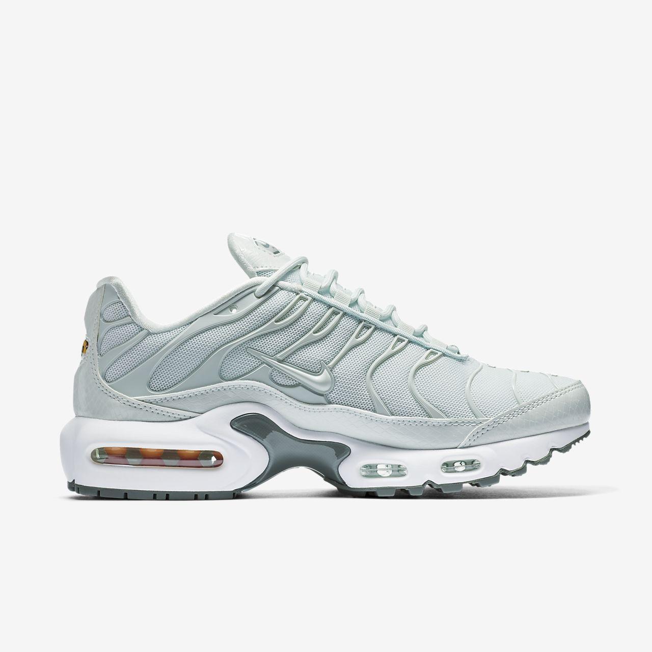 nike air max plus se womens shoe