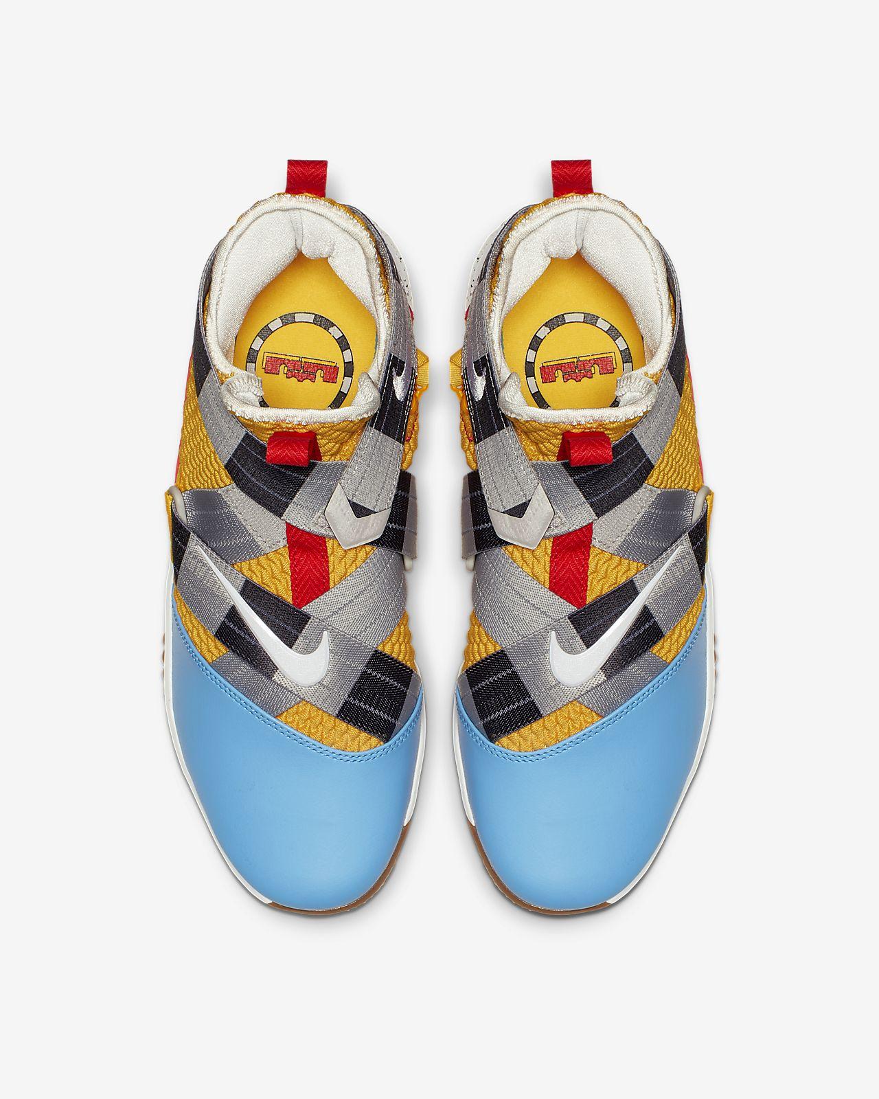 5eeea8930e9 LeBron Soldier 12 FlyEase (Extra-Wide) Men s Basketball Shoe. Nike.com
