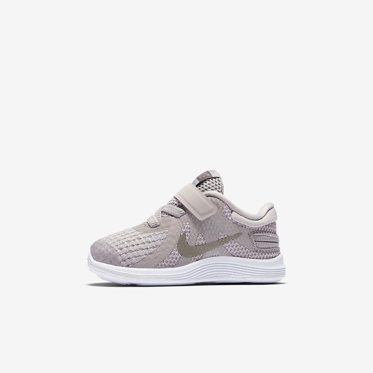 Nike Revolution 4 FlyEase Schuh für Babys und Kleinkinder