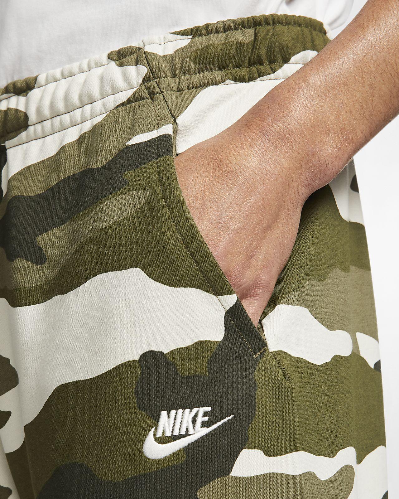 66ea97918 ... Pánské maskáčové kraťasy Nike Sportswear Club z francouzského froté
