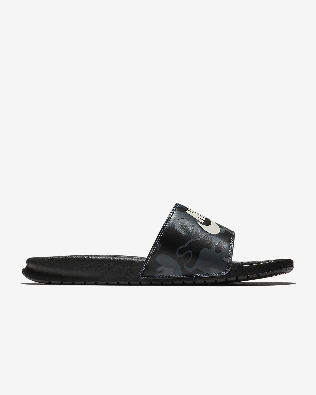 check out 249d4 a30f4 ... Claquette Nike Benassi JDI Printed pour Homme