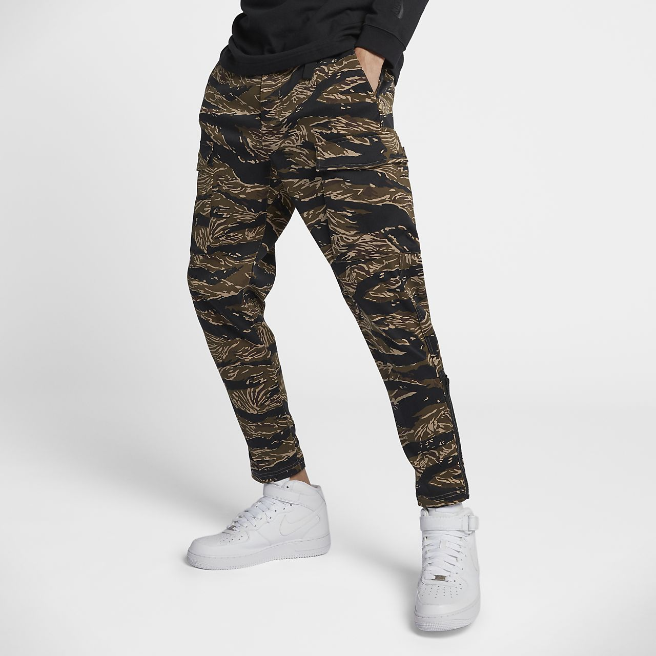 5fd8a1a0c8 NikeLab Essentials Tiger Camo Men's Trousers. Nike.com ID