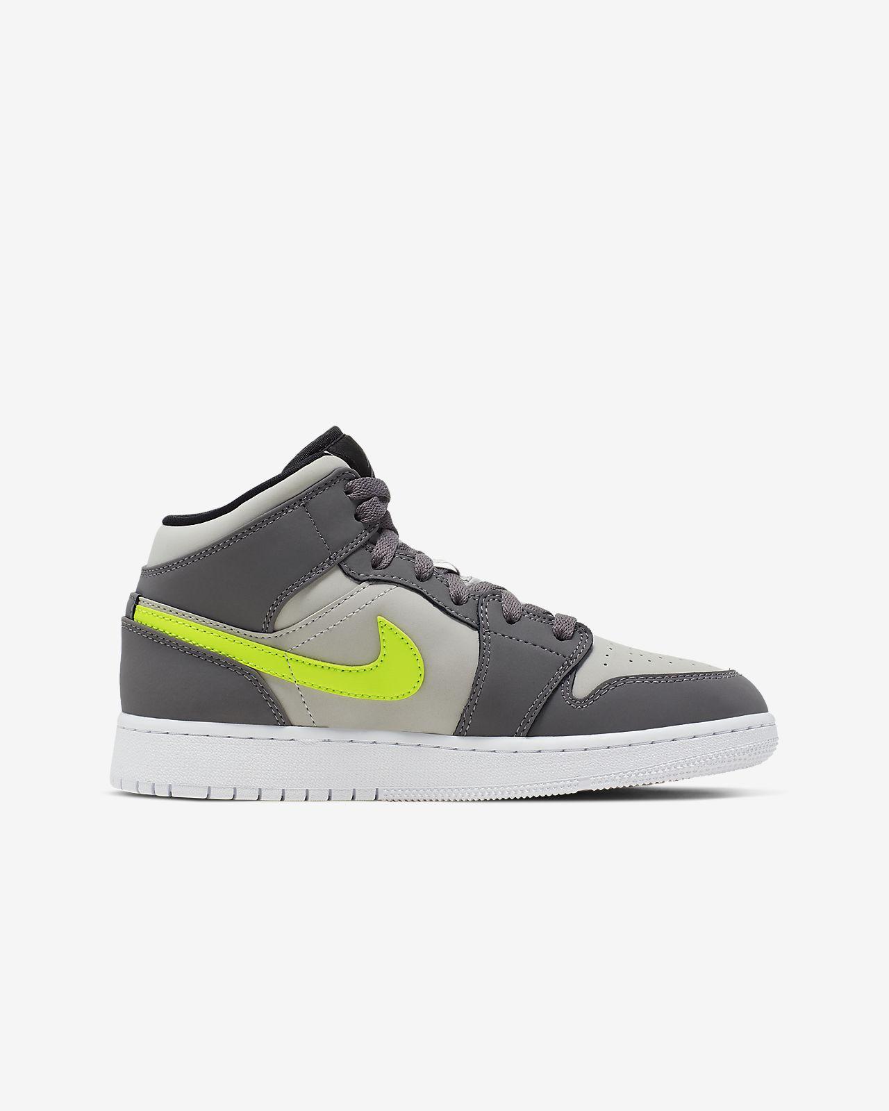 buy online aa031 da287 Air Jordan 1 Mid Older Kids' Shoe