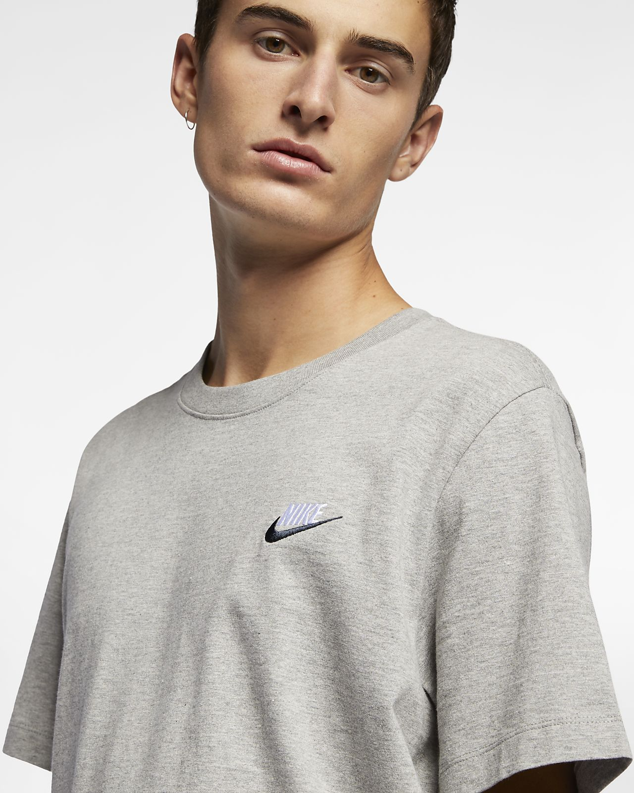 grava mezcla sorpresa  Nike Sportswear Club Camiseta Hombre Gris Ropa técnica Hombre