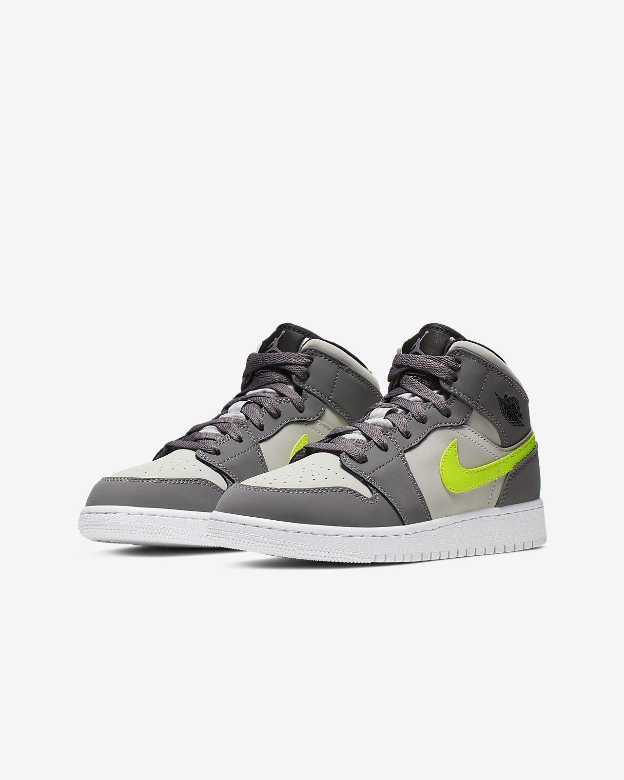 low priced 01519 dd689 Air Jordan 1 Mid Big Kids' Shoe