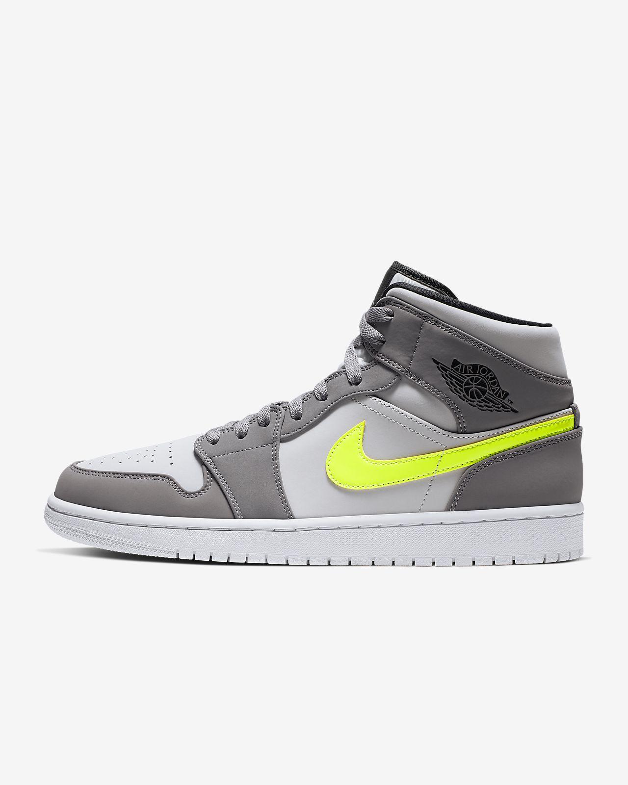 a7b0cf91c0 Air Jordan 1 Mid Men's Shoe
