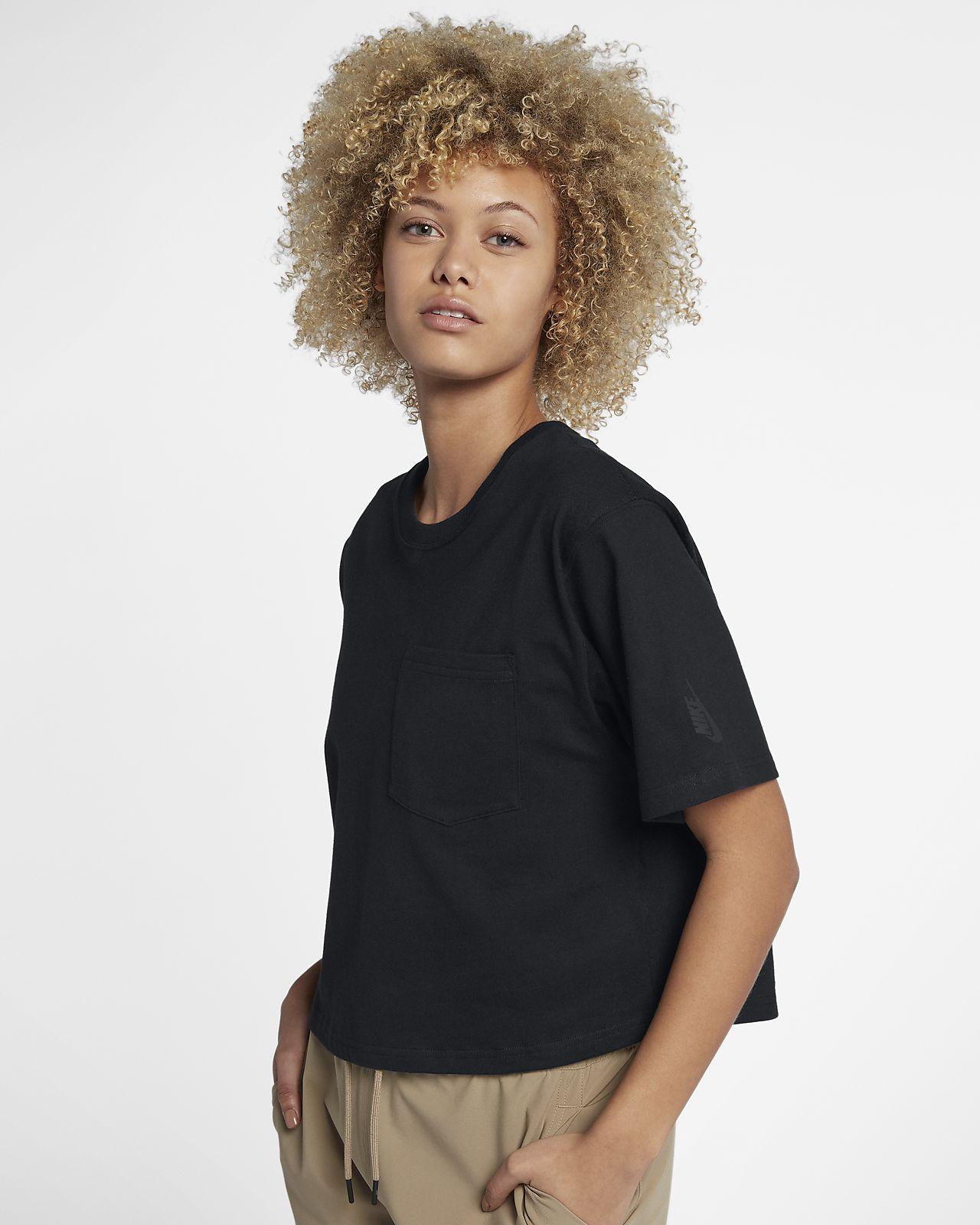 เสื้อยืดผู้หญิง NikeLab Collection