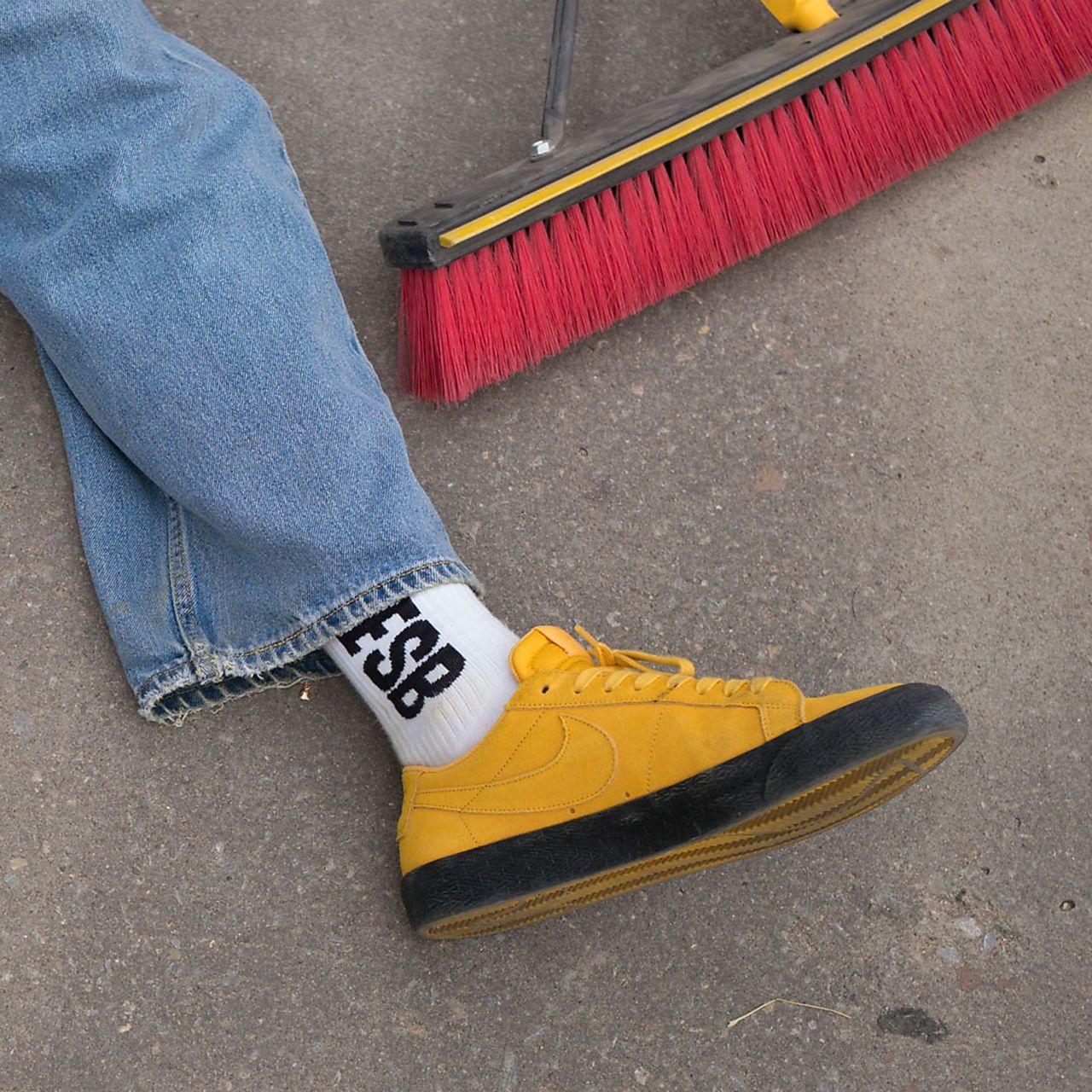 separation shoes 3c5fa 3c42c ... Nike SB Blazer Zoom Low Men s Skateboarding Shoe