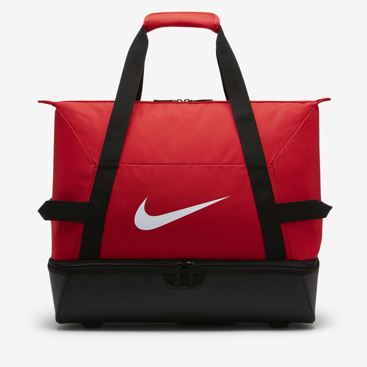 Nike Academy Team Hardcase Bolsa de deporte de fútbol (Grande). Nike ... 61a2789353e34