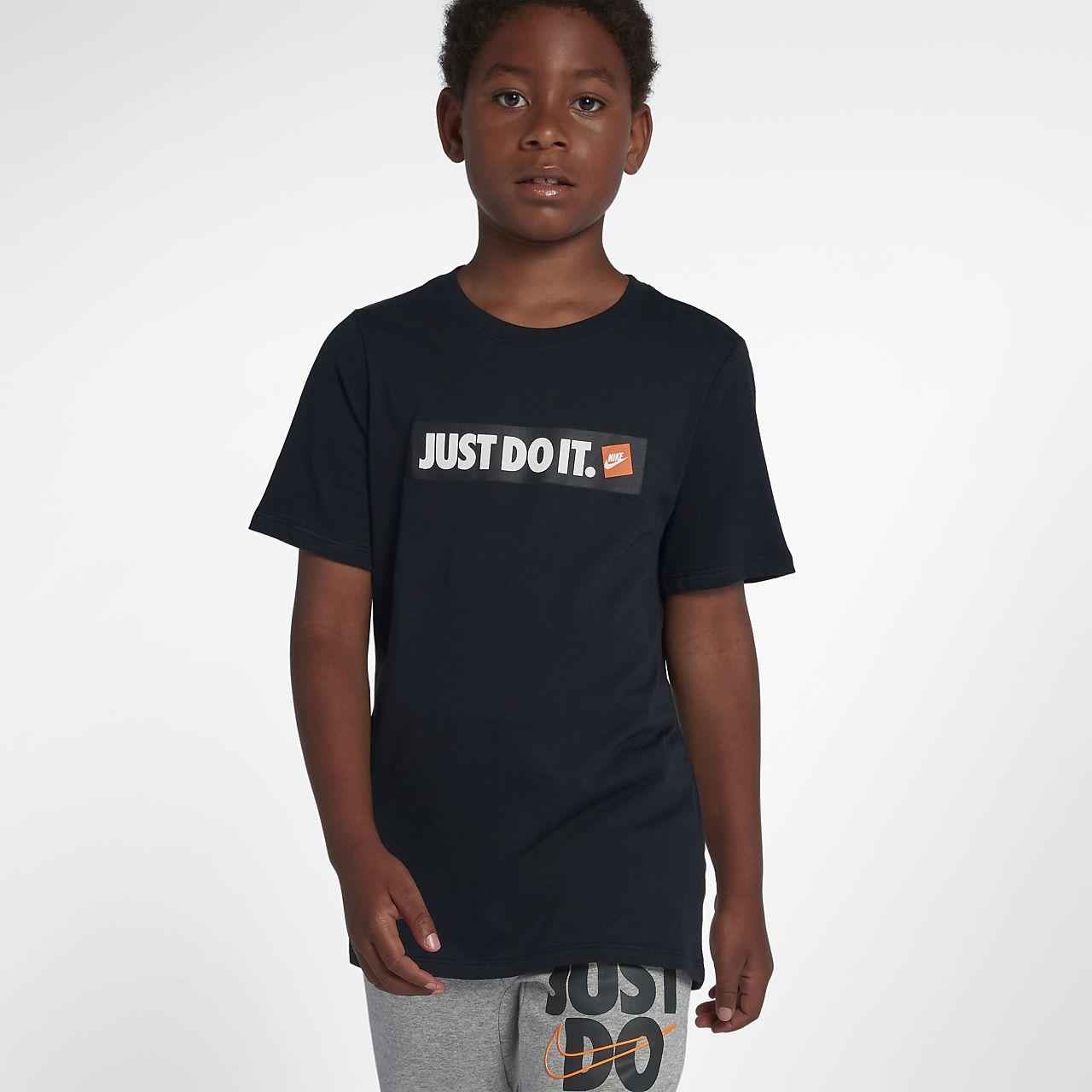 Nike Sportswear Genç Çocuk (Erkek) Tişörtü