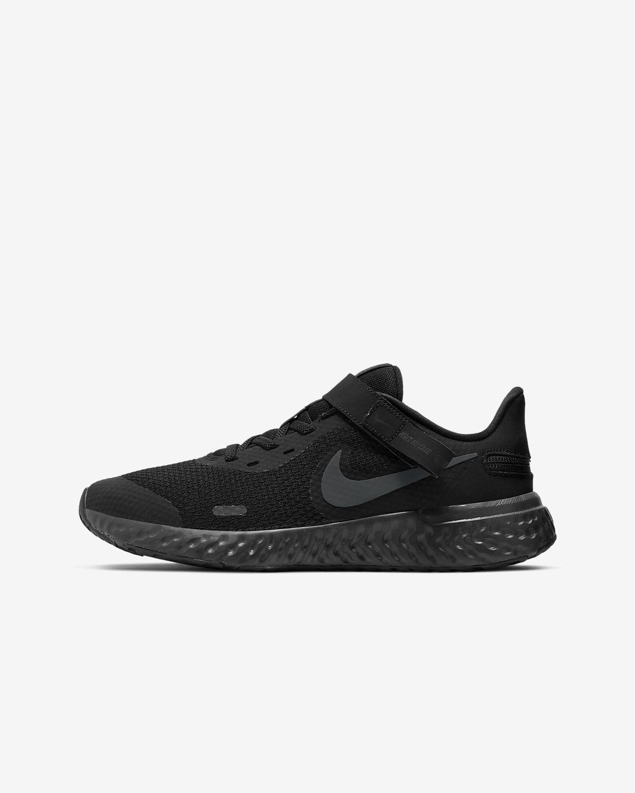 Nike Revolution 5 FlyEase Older Kids' Running Shoe (Wide)