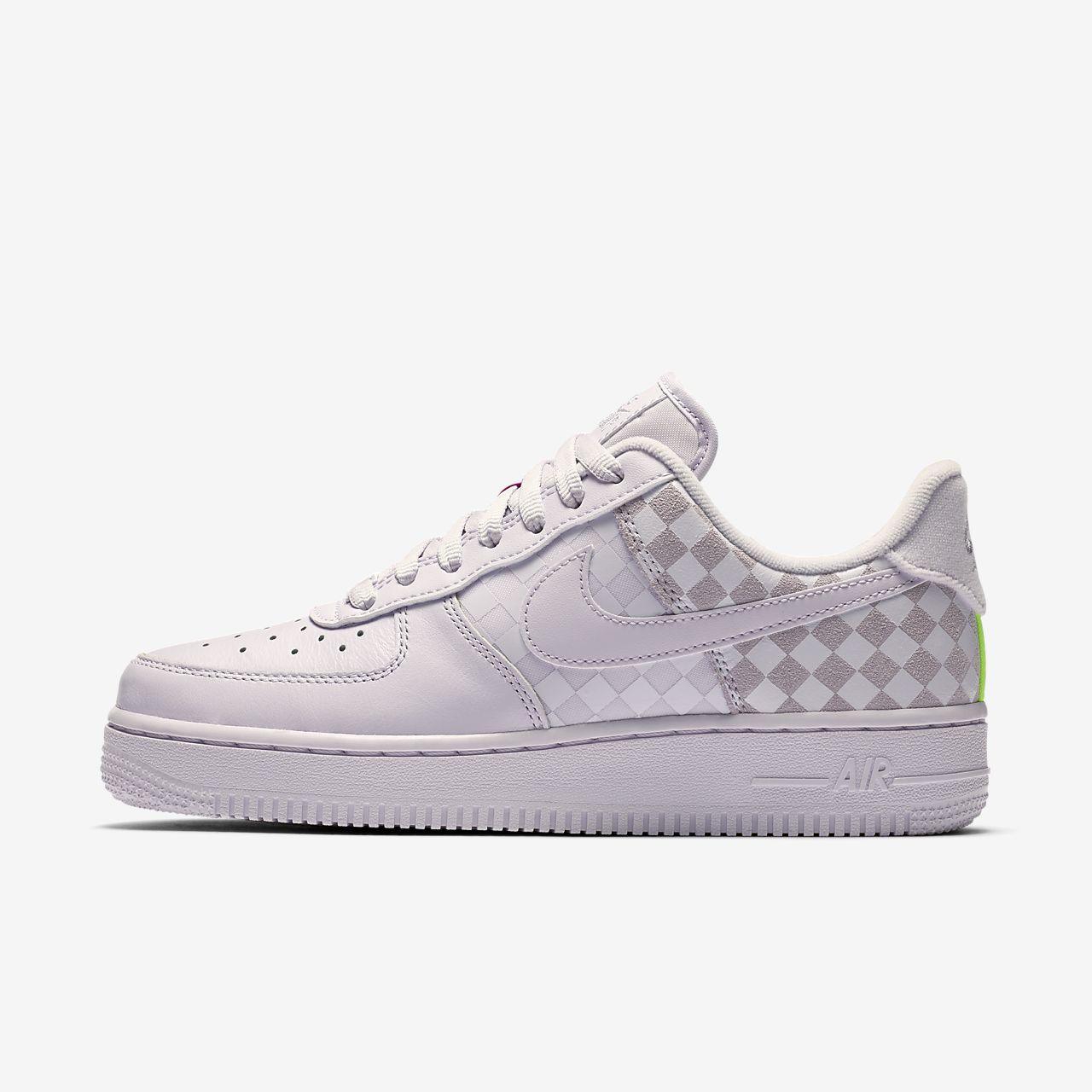 en soldes 71ef0 1e5d8 Chaussure à damiers Nike Air Force 1 Low pour Femme