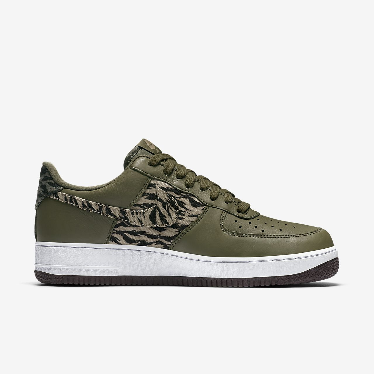 Zapatillas de baloncesto Nike Air Force 1 '07 LV8 color caqui / negro para hombre 11 Estados Unidos 3u9E6s