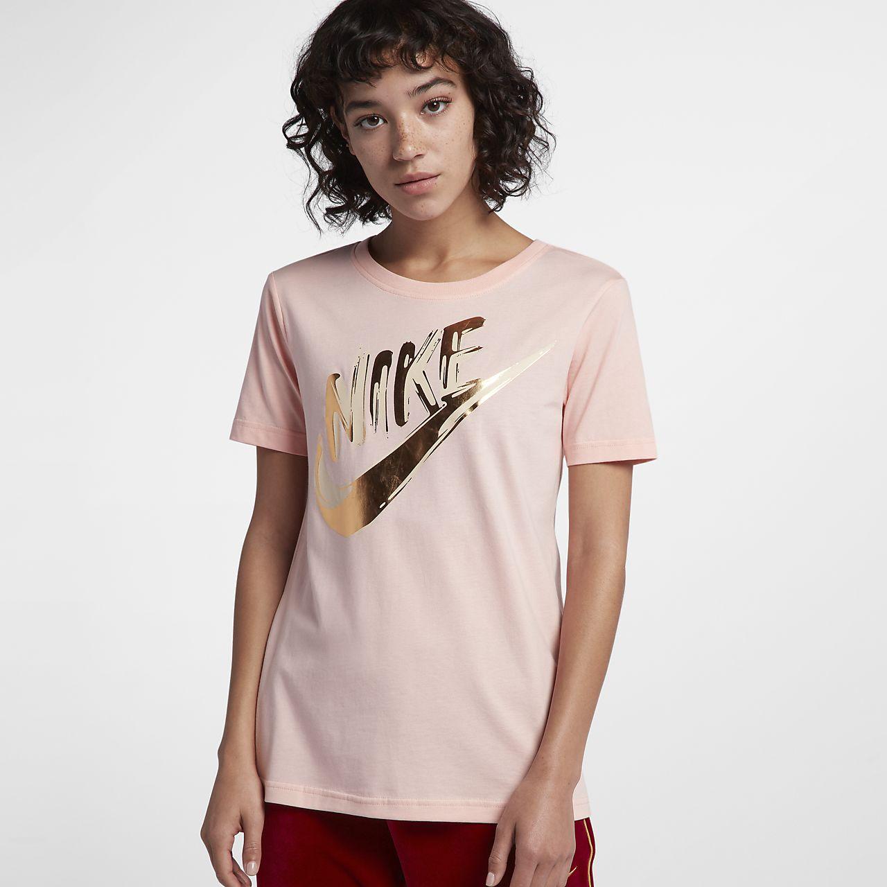 เสื้อแขนสั้นผู้หญิงลายเมทัลลิก Nike Sportswear