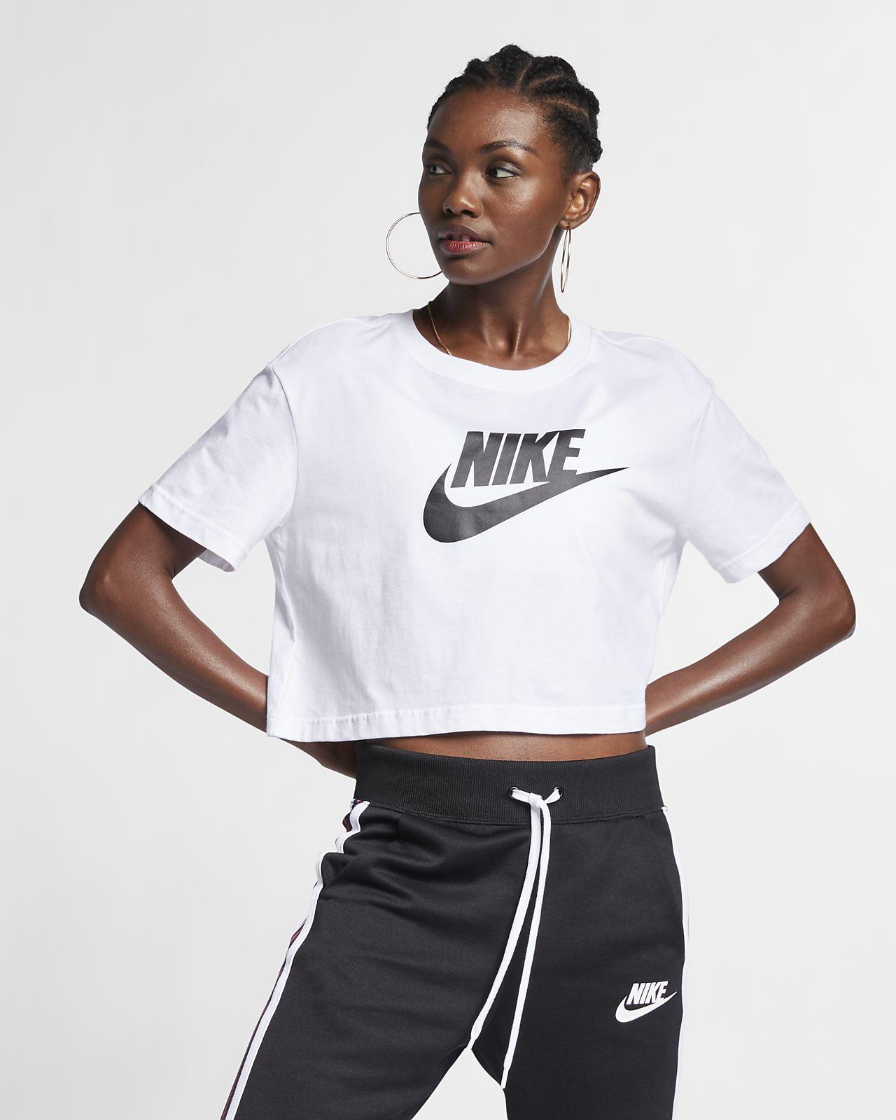 Nike Sportswear Essential Kurz T Shirt für Damen