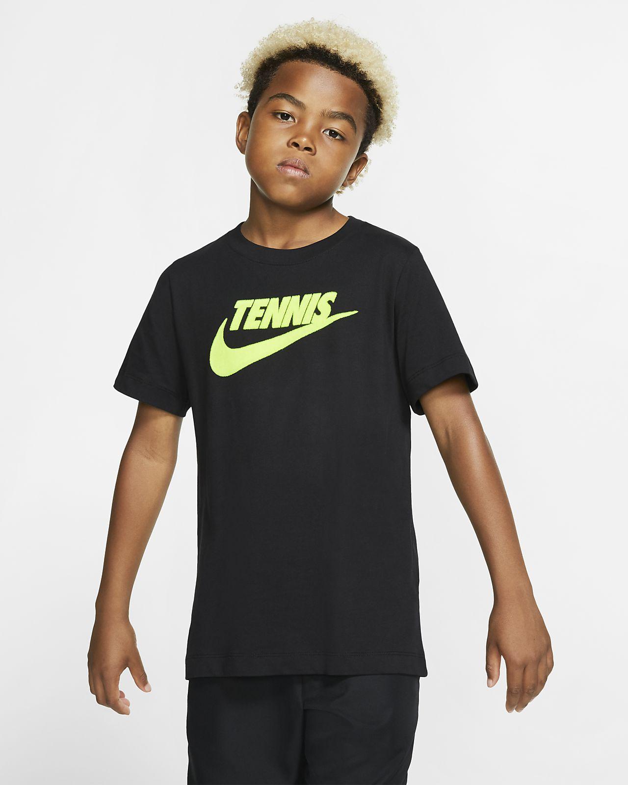 NikeCourt Dri-FIT-tennis-T-shirt med grafik til drenge