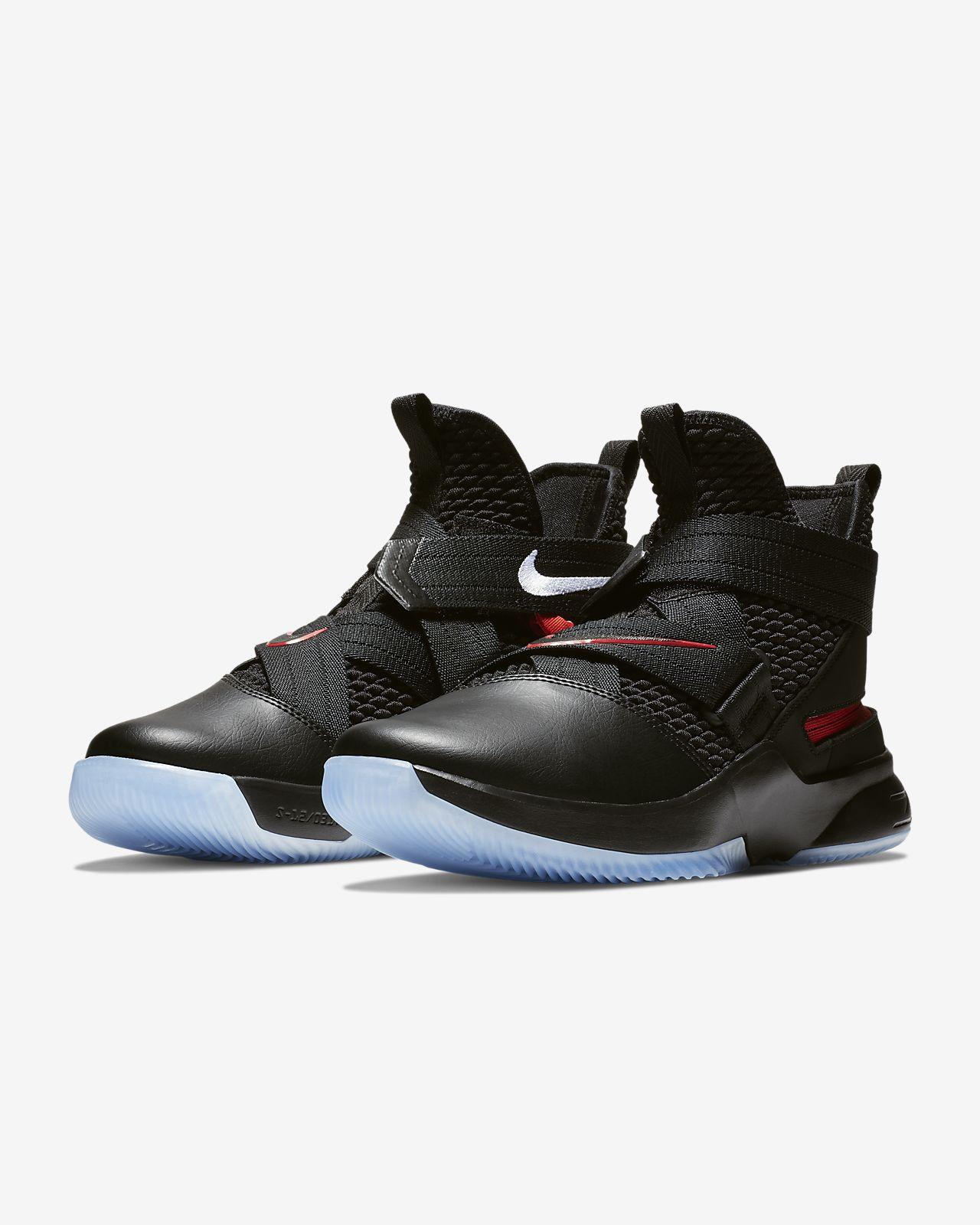Chaussure de basketball LeBron Soldier 12 FlyEase pour Homme
