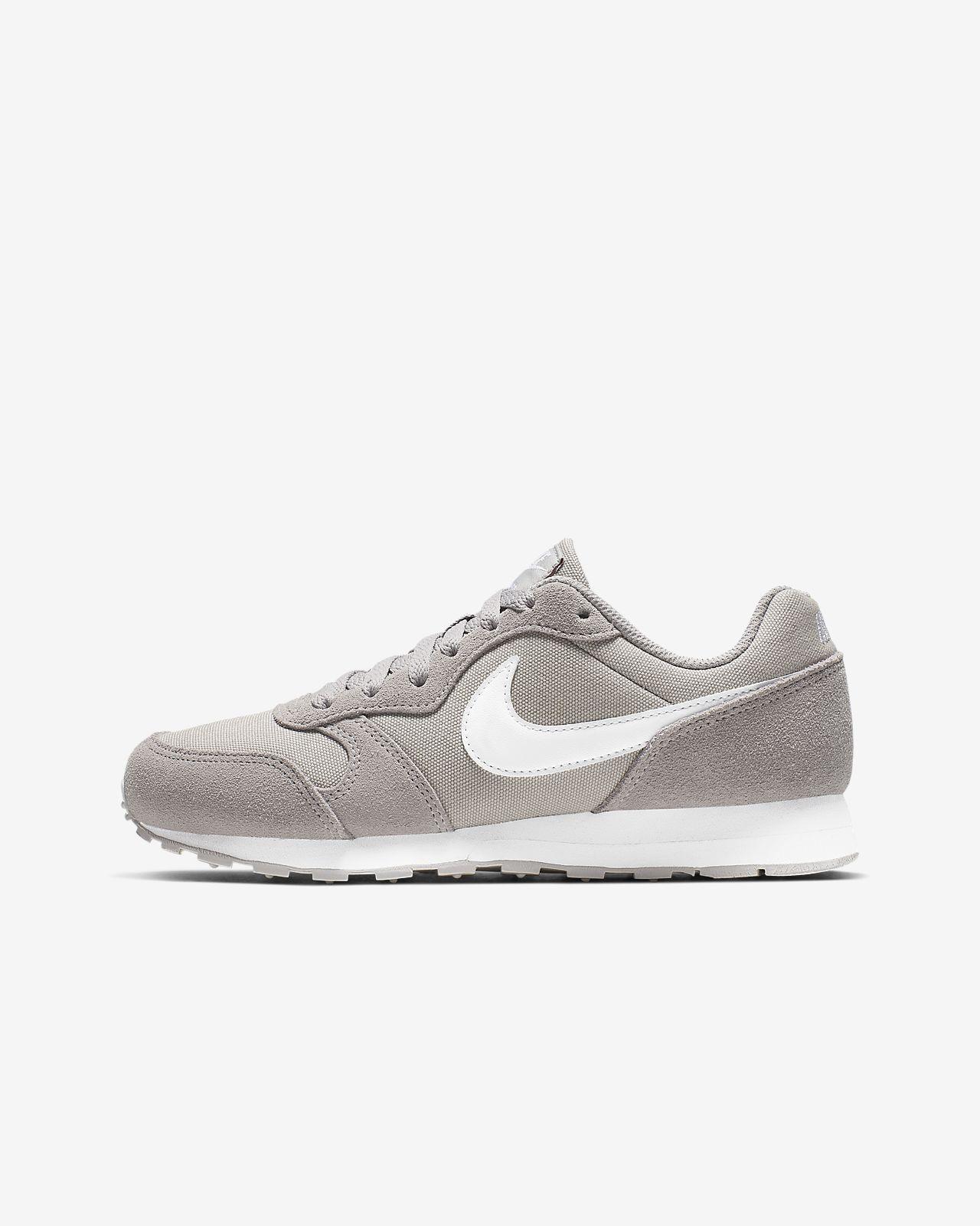 e5bee26259672 Calzado de running para niños talla grande Nike MD Runner 2 PE. Nike ...