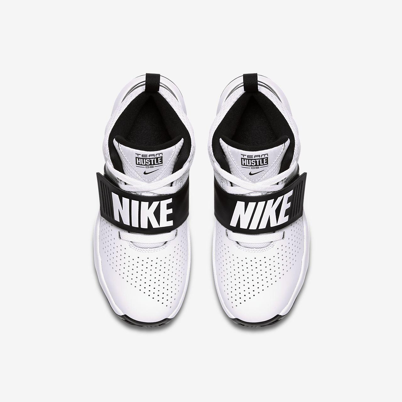 huge selection of 6fe18 a3d77 ... Chaussure de basketball Nike Team Hustle D 8 pour Jeune enfant