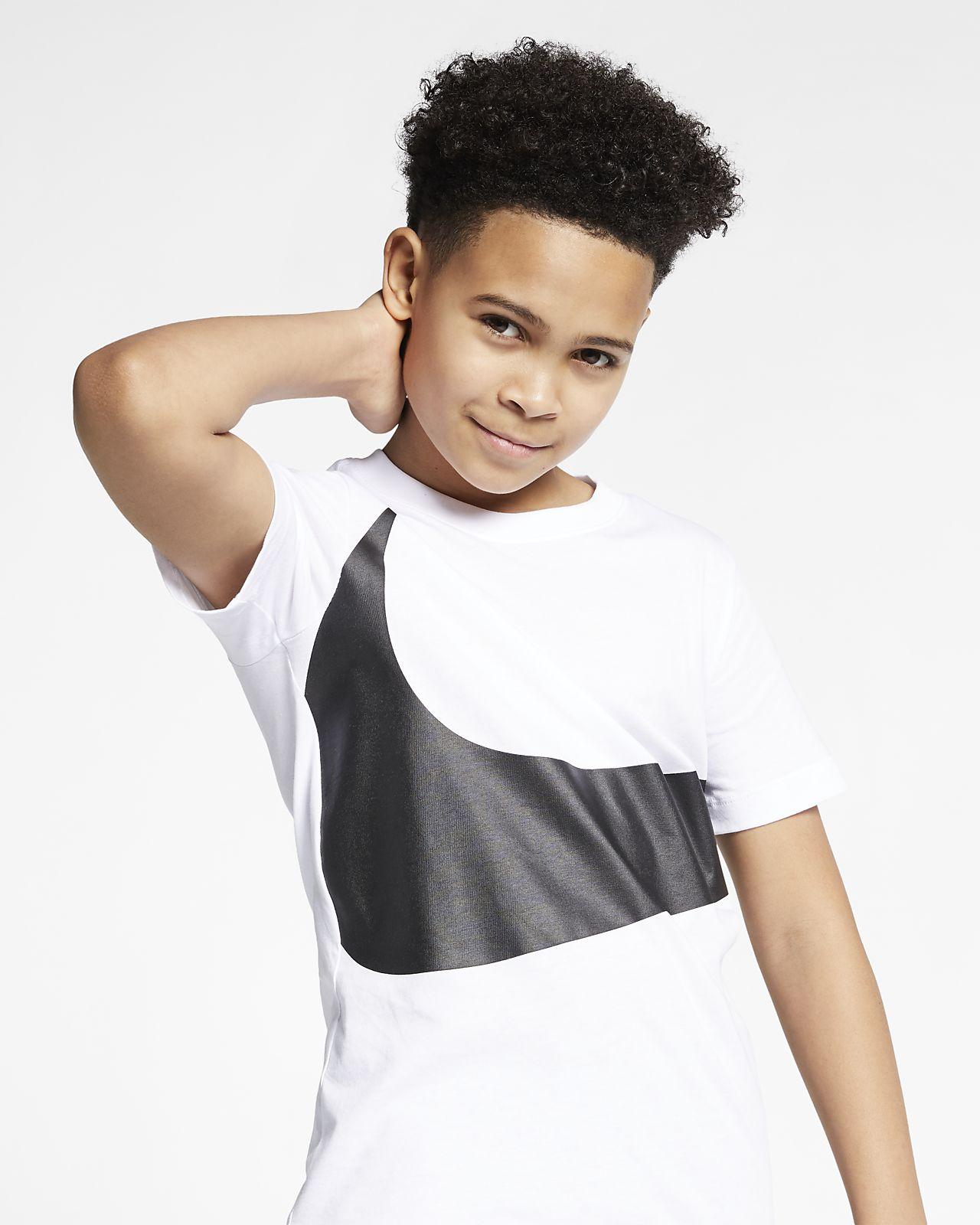 dd6e7c98481 Nike Sportswear Older Kids  (Boys ) T-Shirt. Nike.com MA