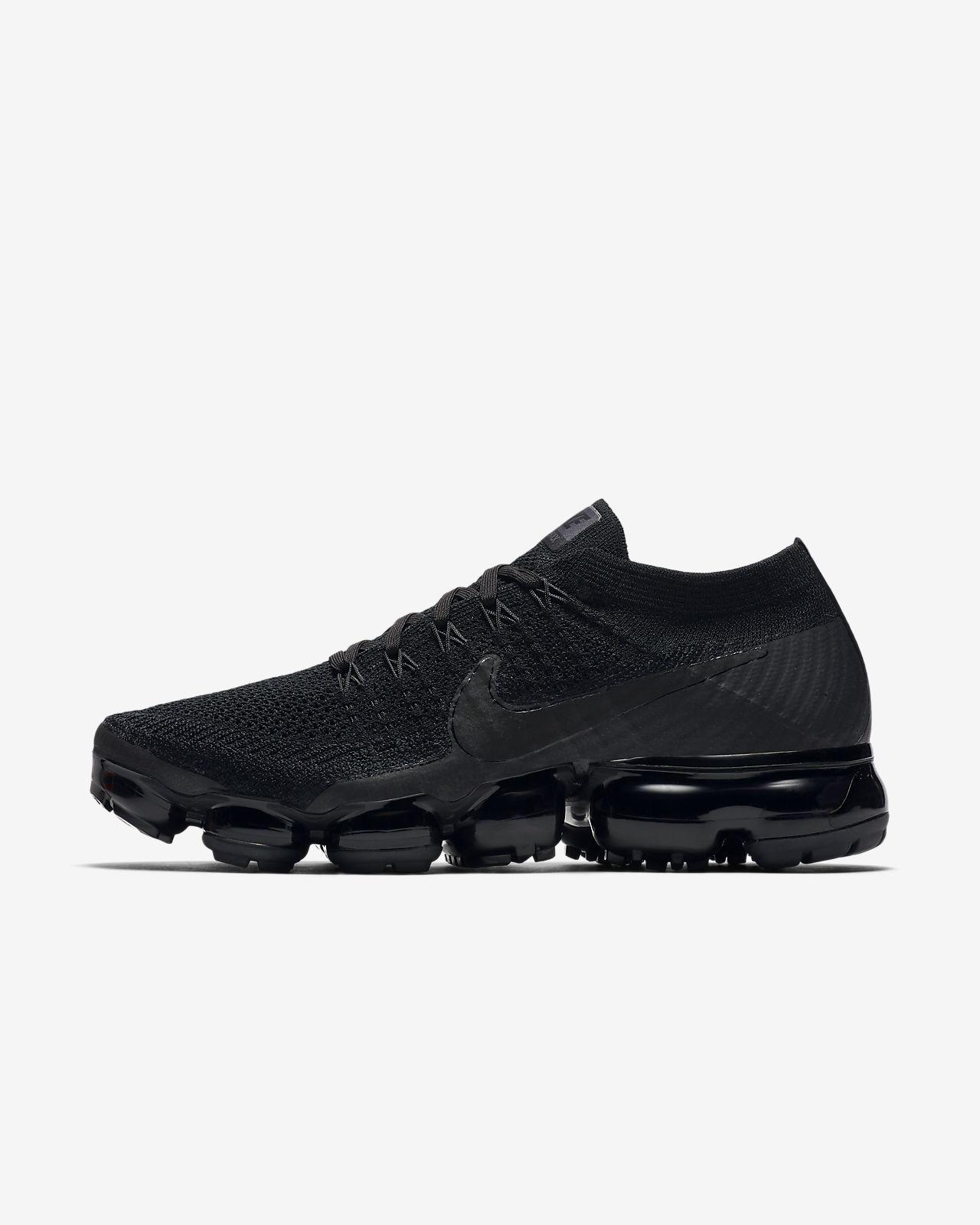 ef4bf90a845c ... Chaussure de running Nike Air VaporMax Flyknit « Triple Noir » pour  Femme