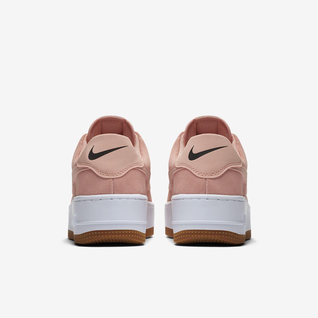 Tenis Nike Air Force 1 Sage Low piel rojo