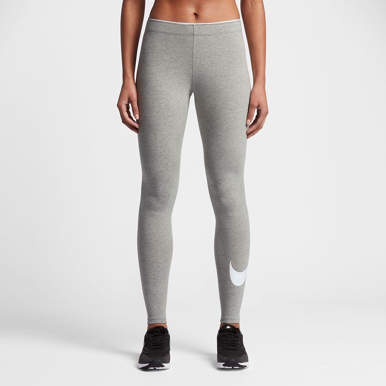 e73c5c93be Nike Sportswear Swoosh emblémás női leggings. Nike.com HU