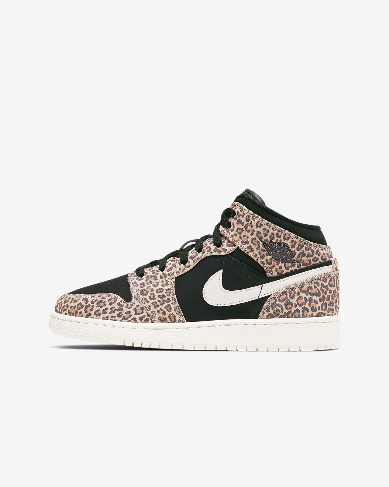 Air Jordan 1 Mid SE Older Kids' Shoe