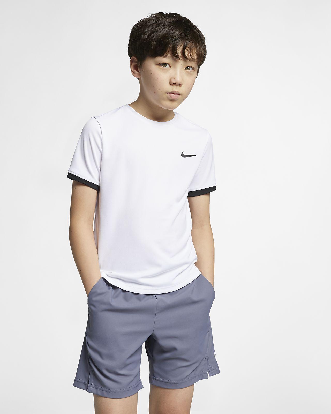 NikeCourt Dri-FIT rövid ujjú teniszfelső nagyobb gyerekeknek (fiúk)