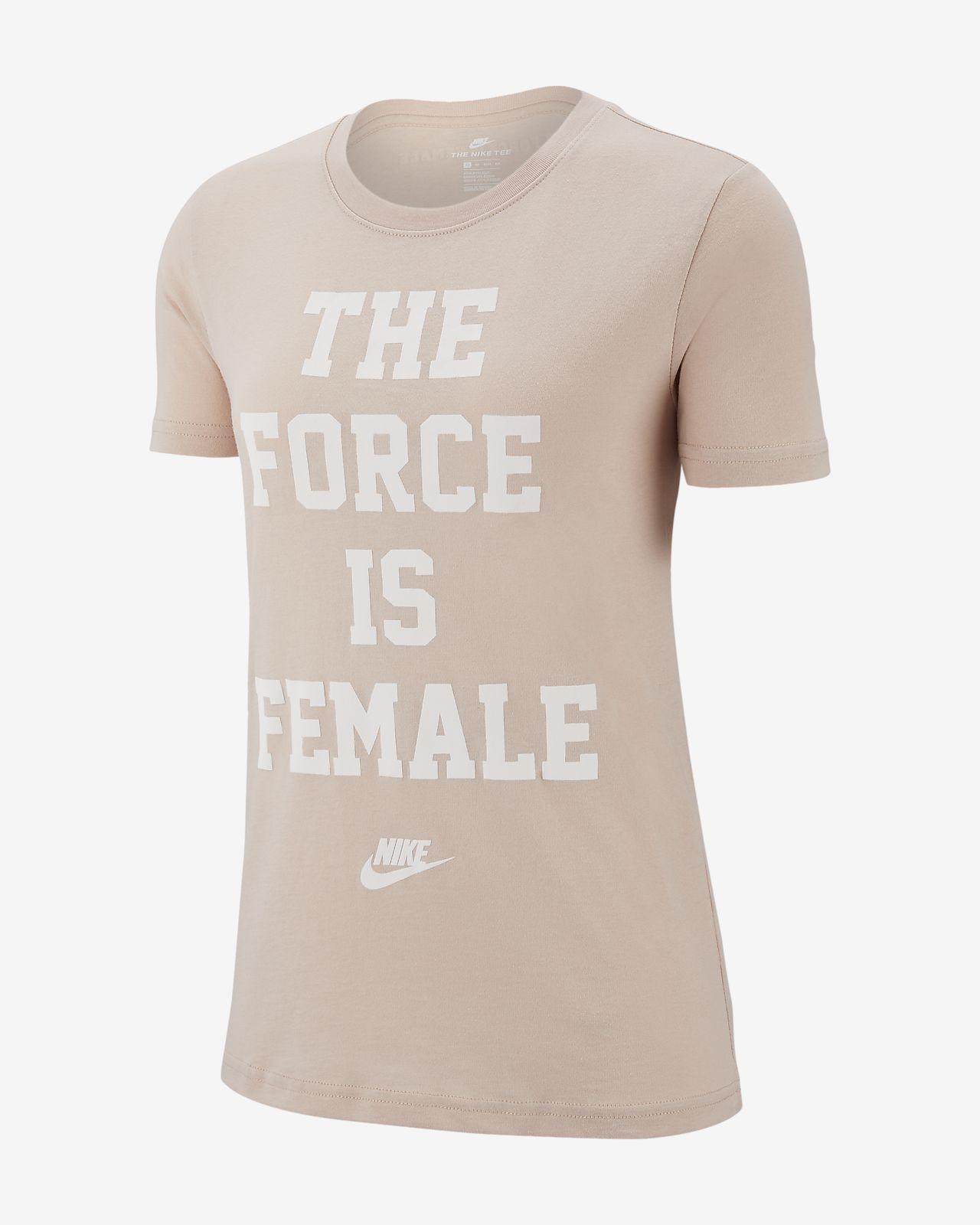 Nike Sportswear női póló. Nike.com HU 544513f2d4