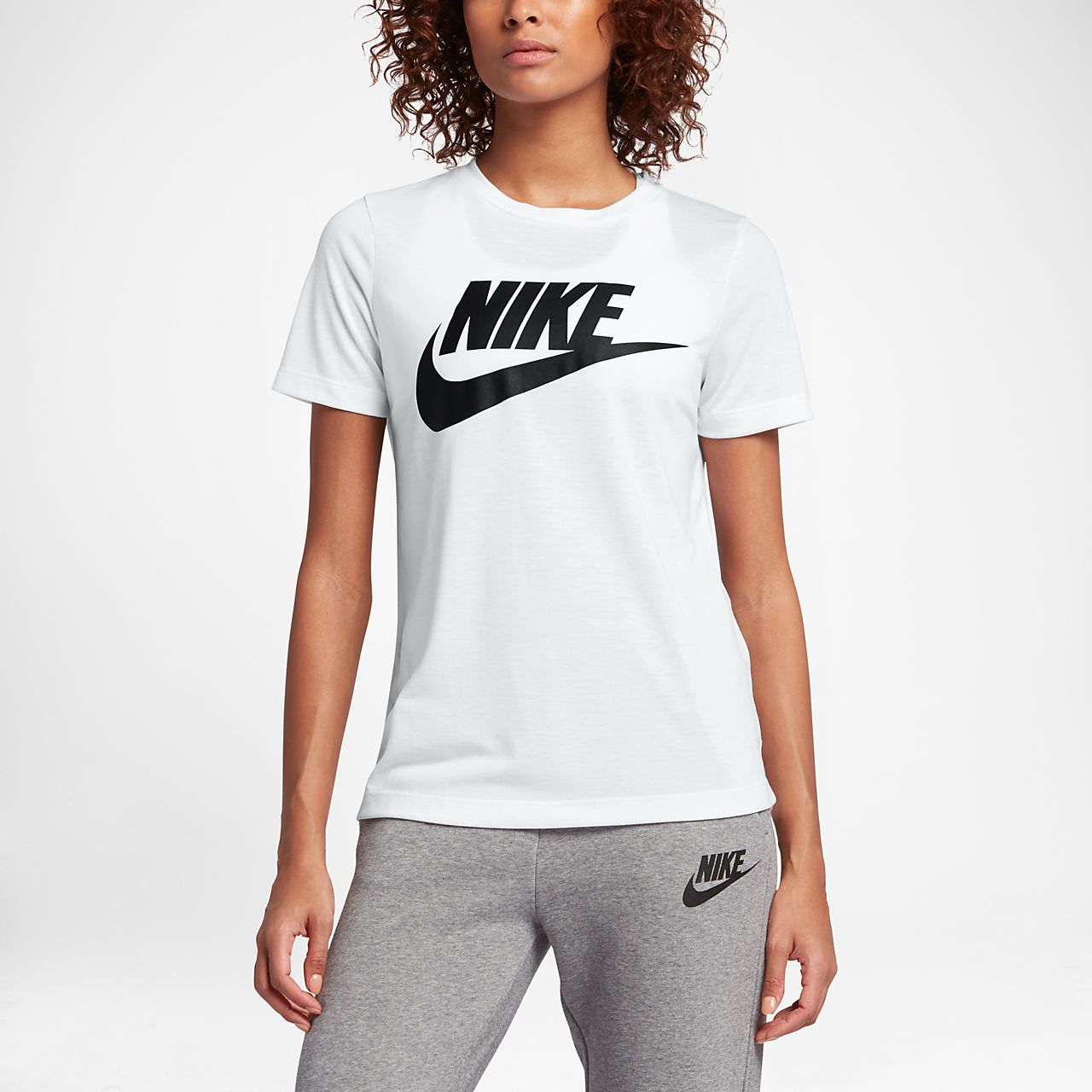 Женская футболка с коротким рукавом и логотипом Nike Sportswear Essential