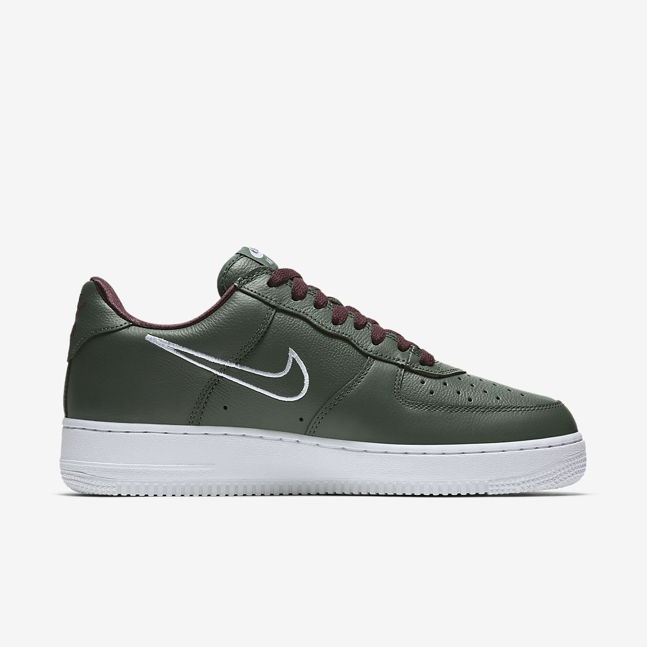 more photos c8ead a2524 Nike Air Force 1 Low Retro Mens Shoe ...