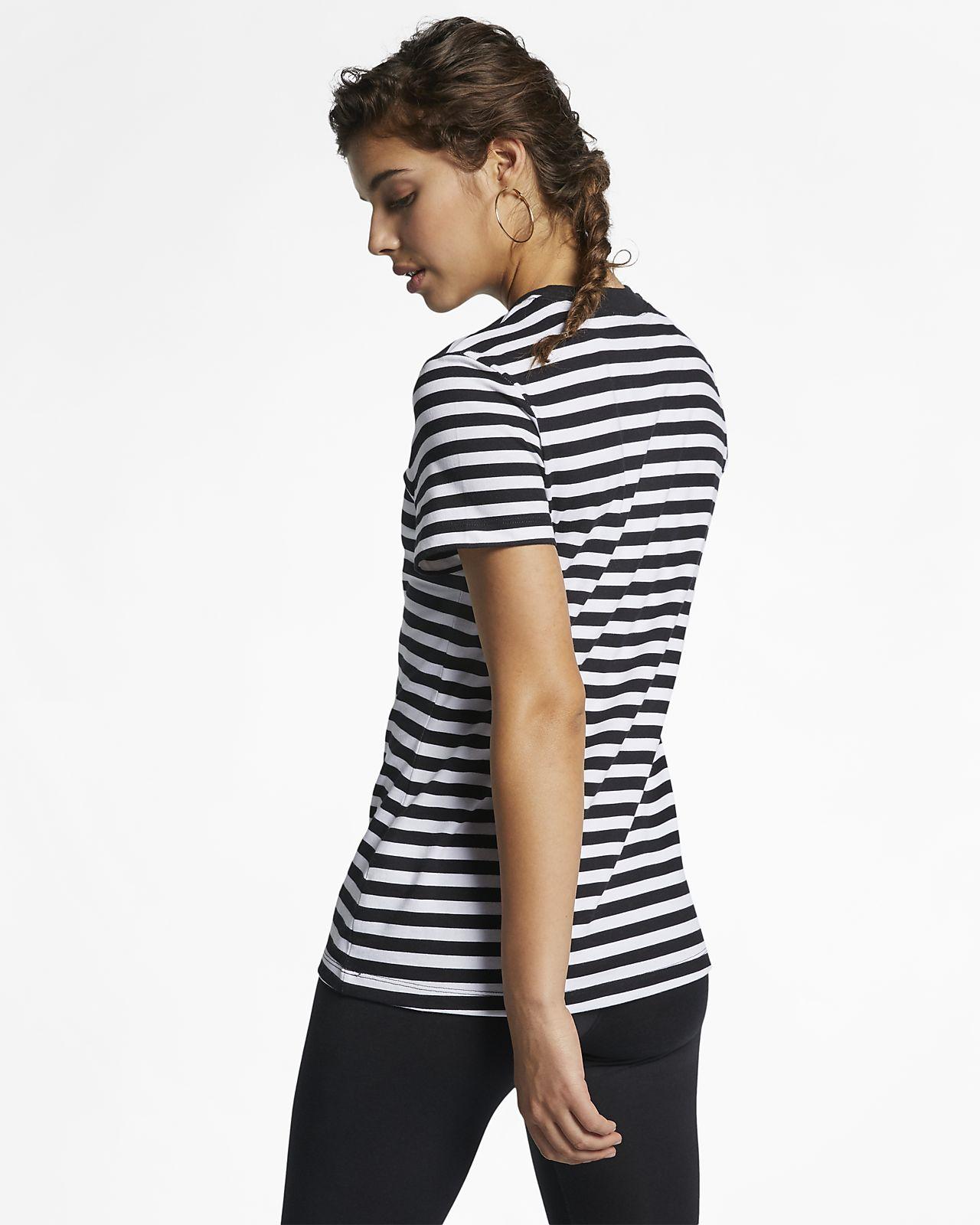 43b132bf Nike Sportswear Women's T-Shirt. Nike.com GB
