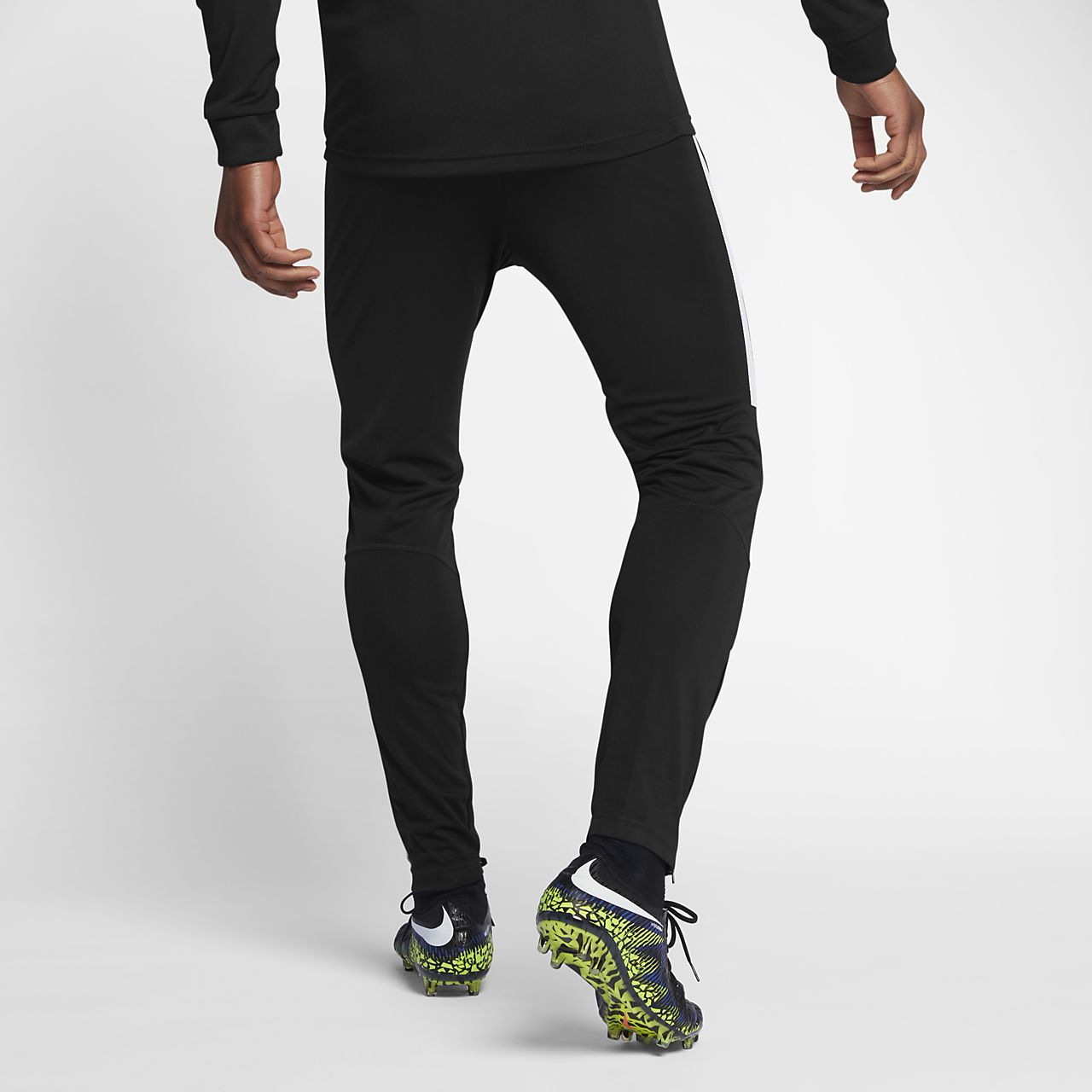 28458a918 Nike Dri-FIT Men s Football Tracksuit. Nike.com GB