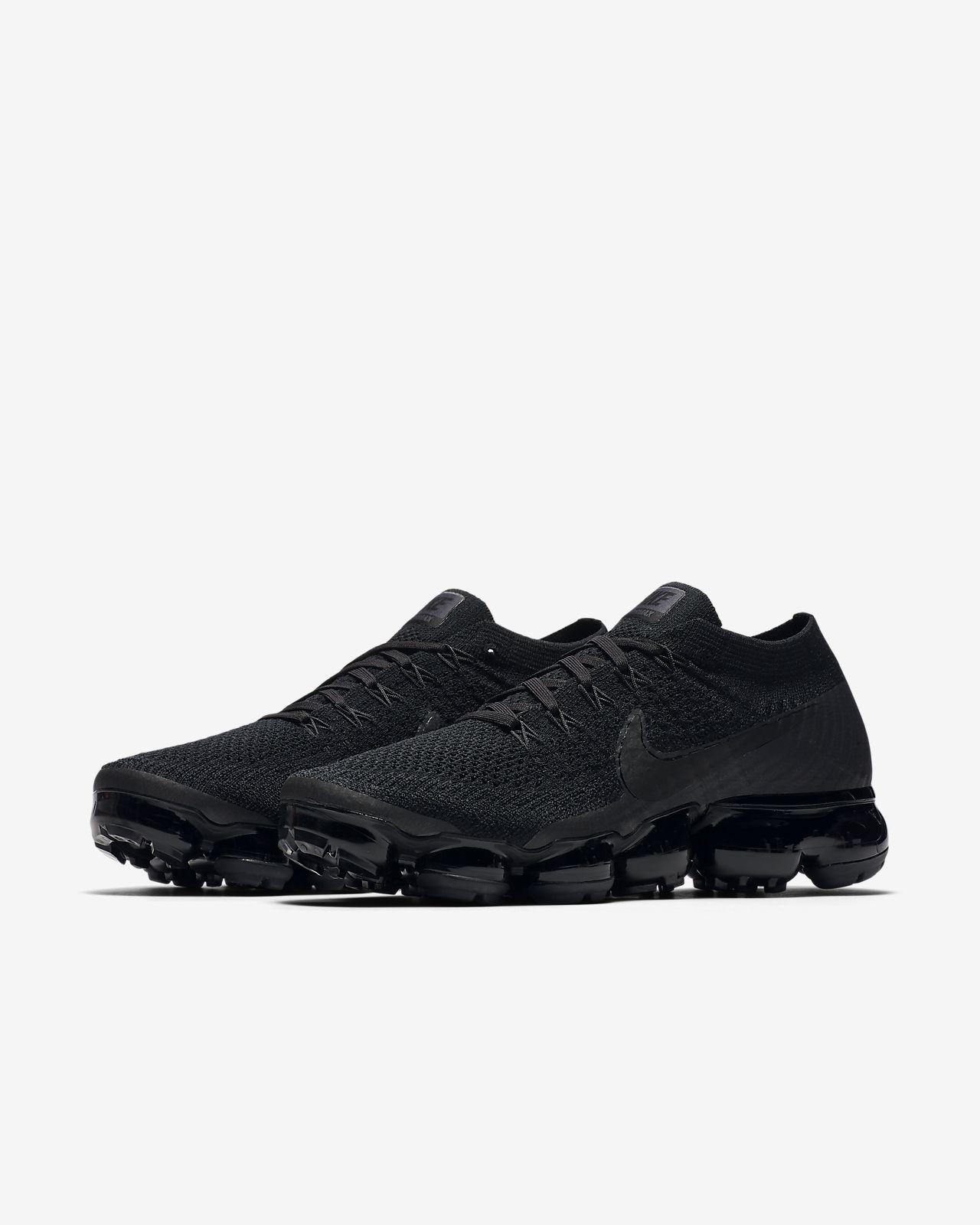 finest selection f6f16 cd604 ... Chaussure de running Nike Air VaporMax Flyknit « Triple Noir » pour  Femme
