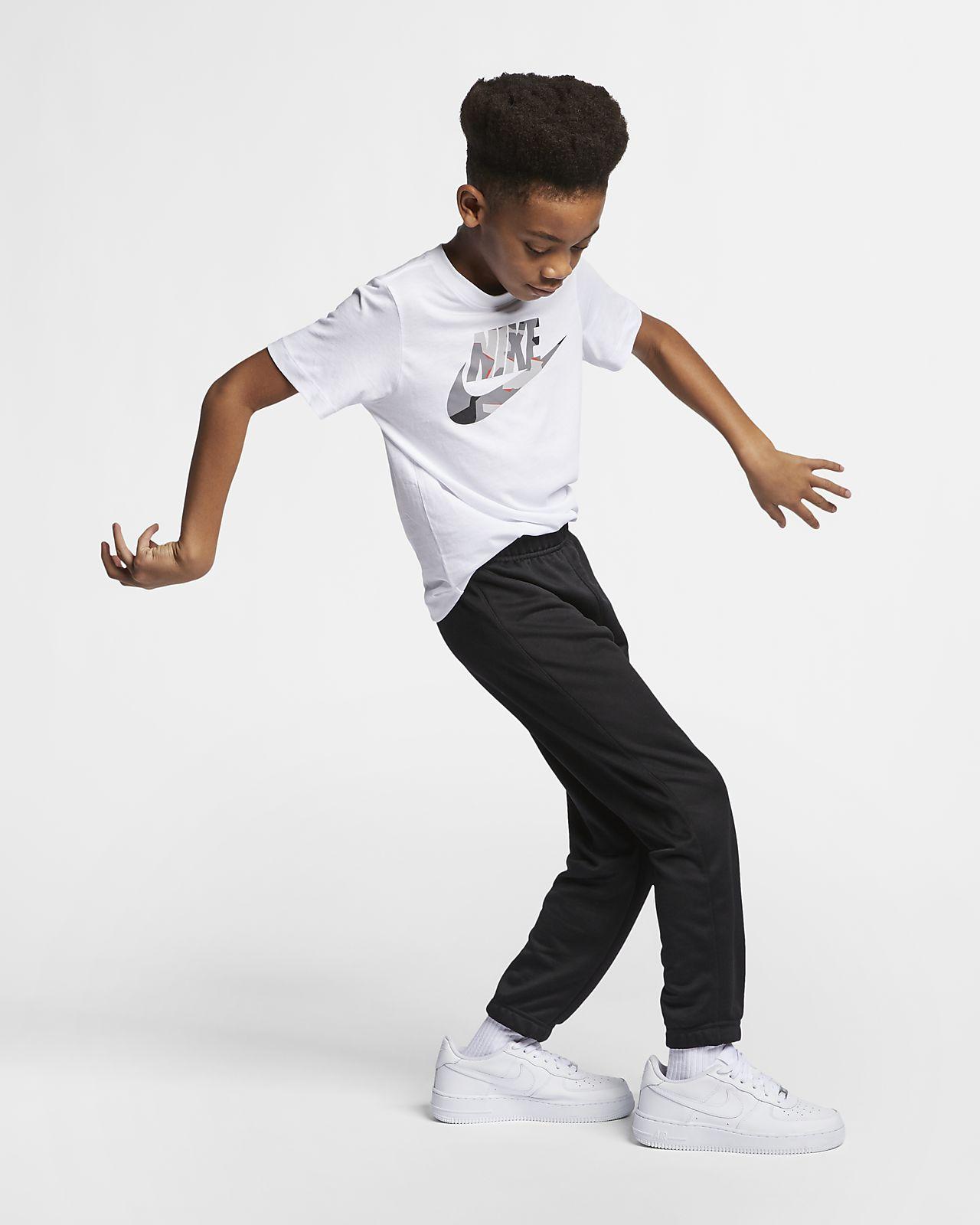 650391373ba8 Nike Sportswear Older Kids  (Boys ) T-Shirt. Nike.com FI