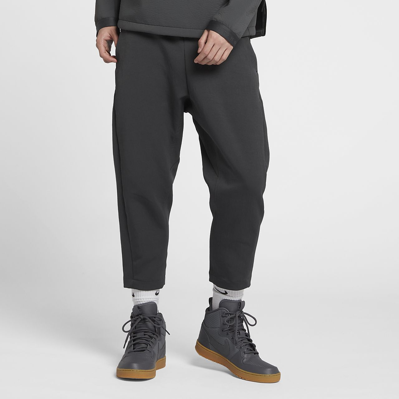 Nike Sportswear Tech Pack 男子梭织中长裤