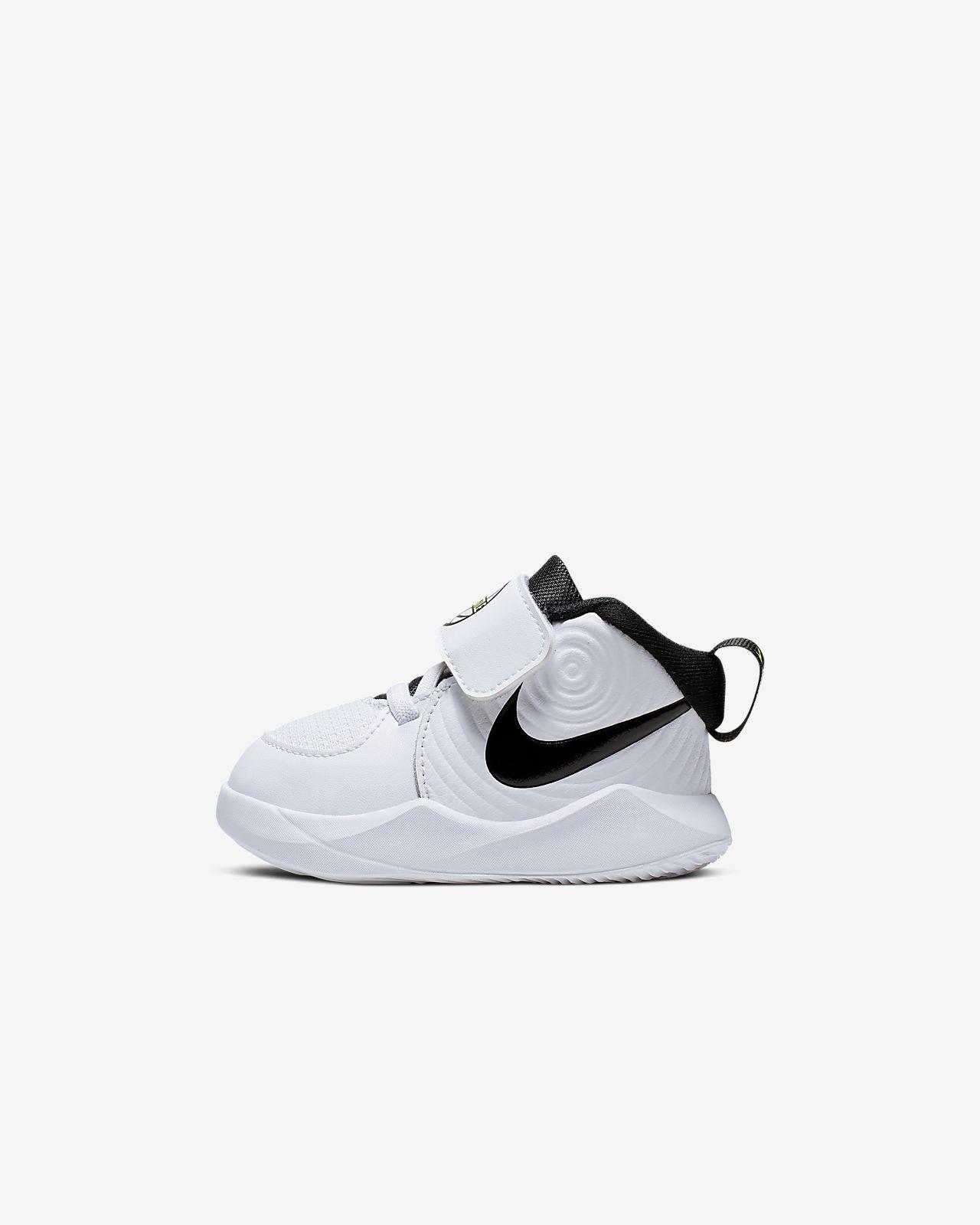 Nike Team Hustle D 9 sko til sped-/og småbarn