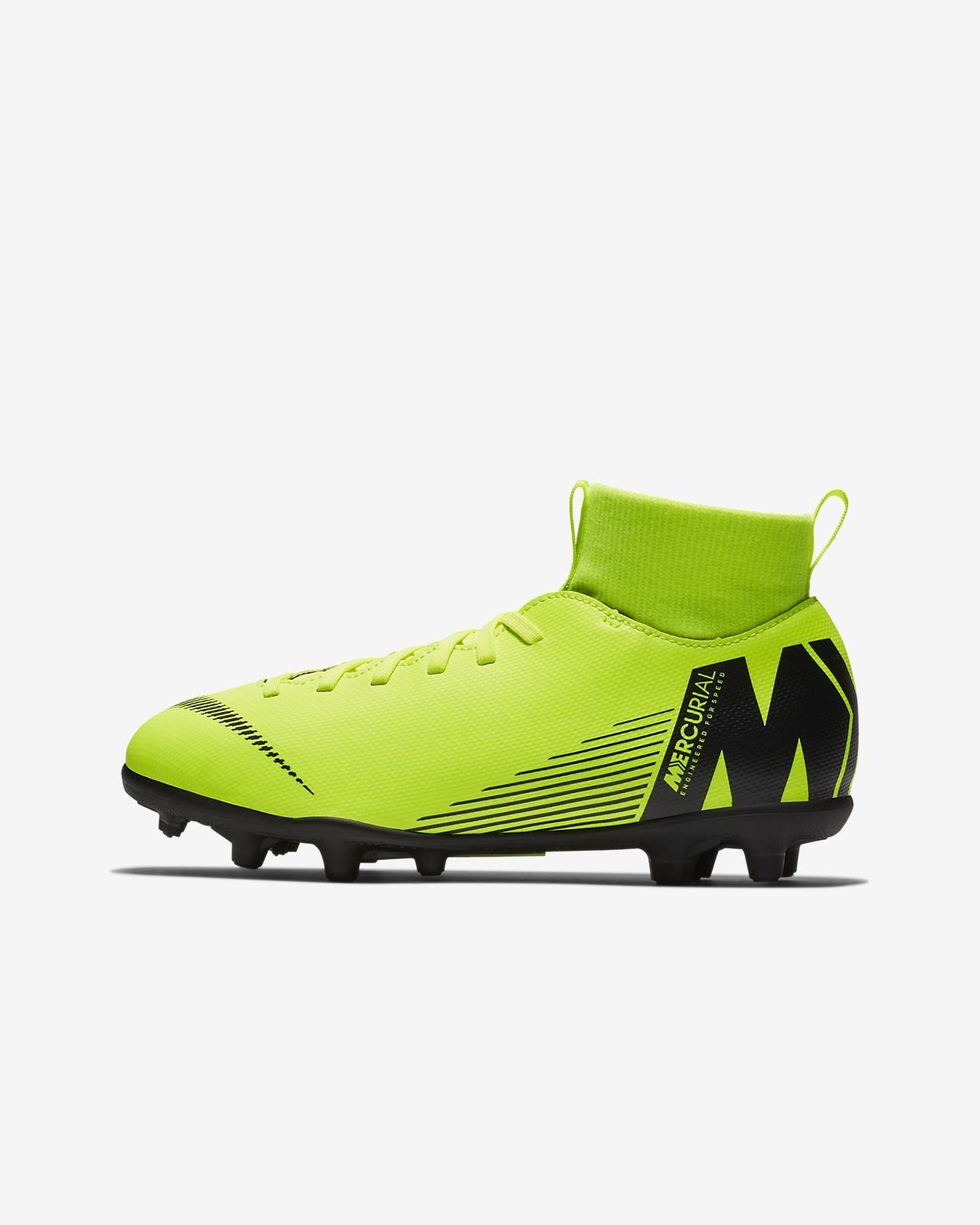 3b5cfce68c6a8 ... Chuteiras de futebol multiterreno Nike Jr. Mercurial Superfly VI Club  para criança Júnior