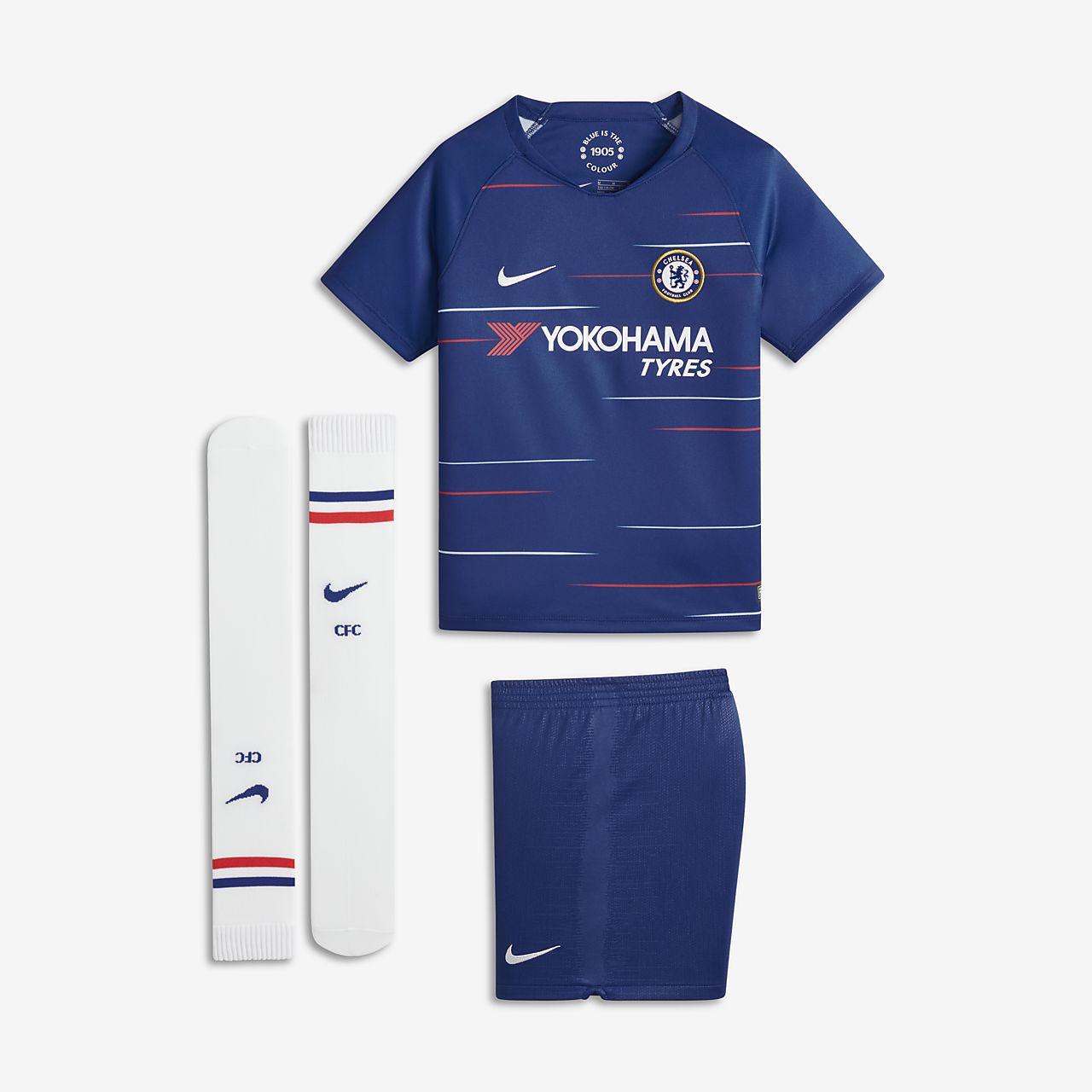 caa7bc1253ee9 ... Uniforme de fútbol para niños talla pequeña 2018 19 Chelsea FC Stadium  Home
