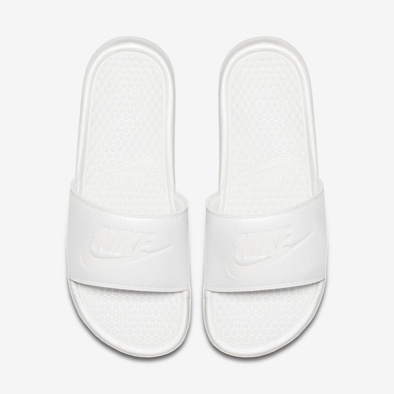huge discount cd0fd c7184 ... Claquette Nike Benassi Metallic QS pour Femme