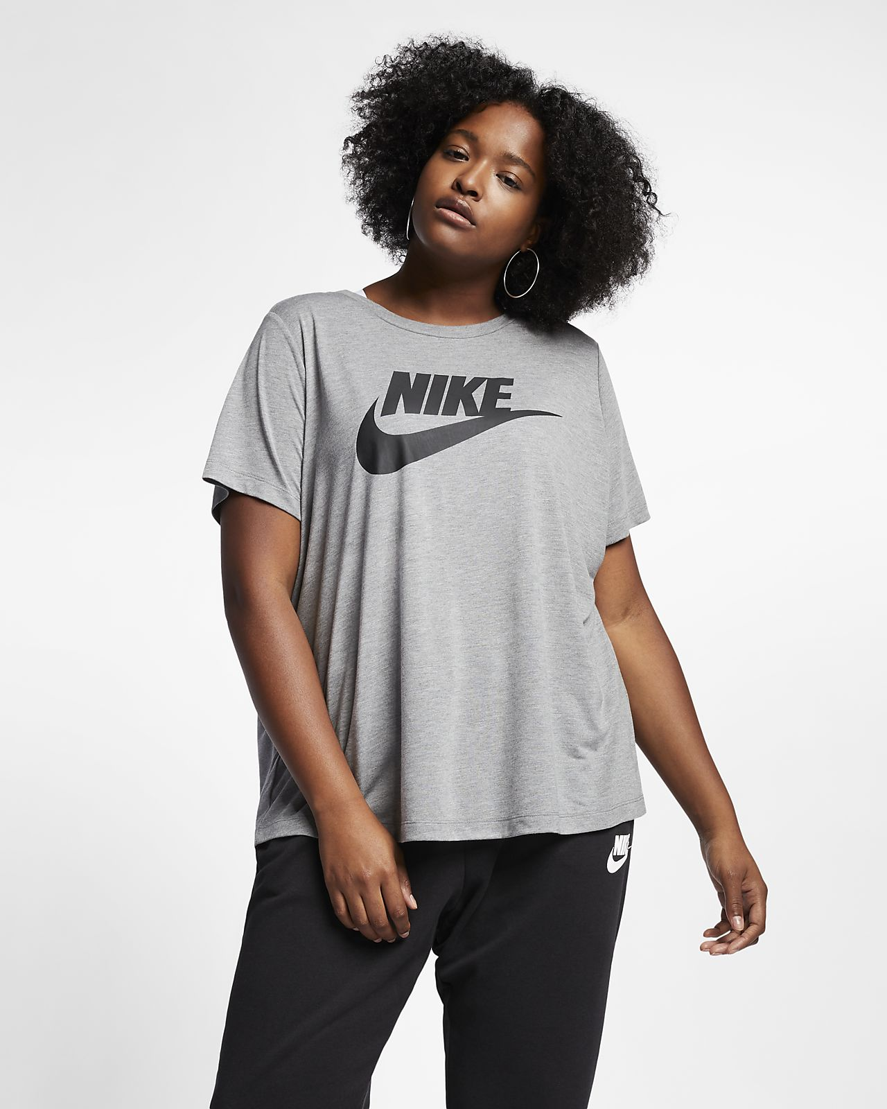 Nike Sportswear Essentials T-skjorte for dame (store størrelser)