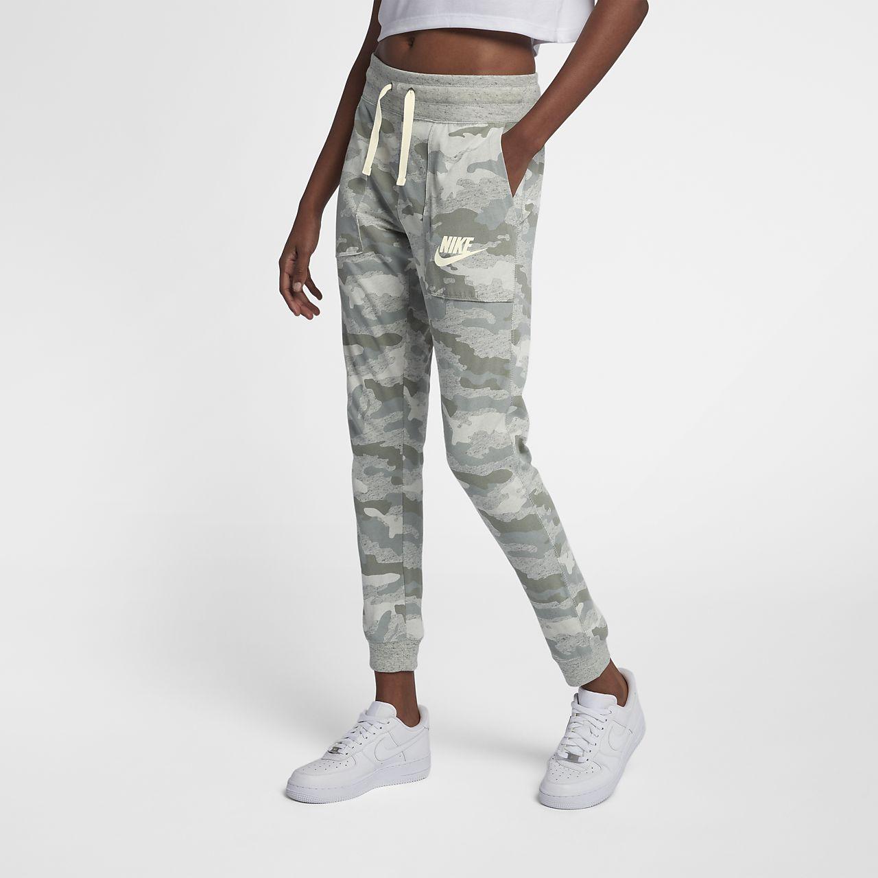 ... Pantalon camouflage Nike Sportswear Gym Vintage pour Femme