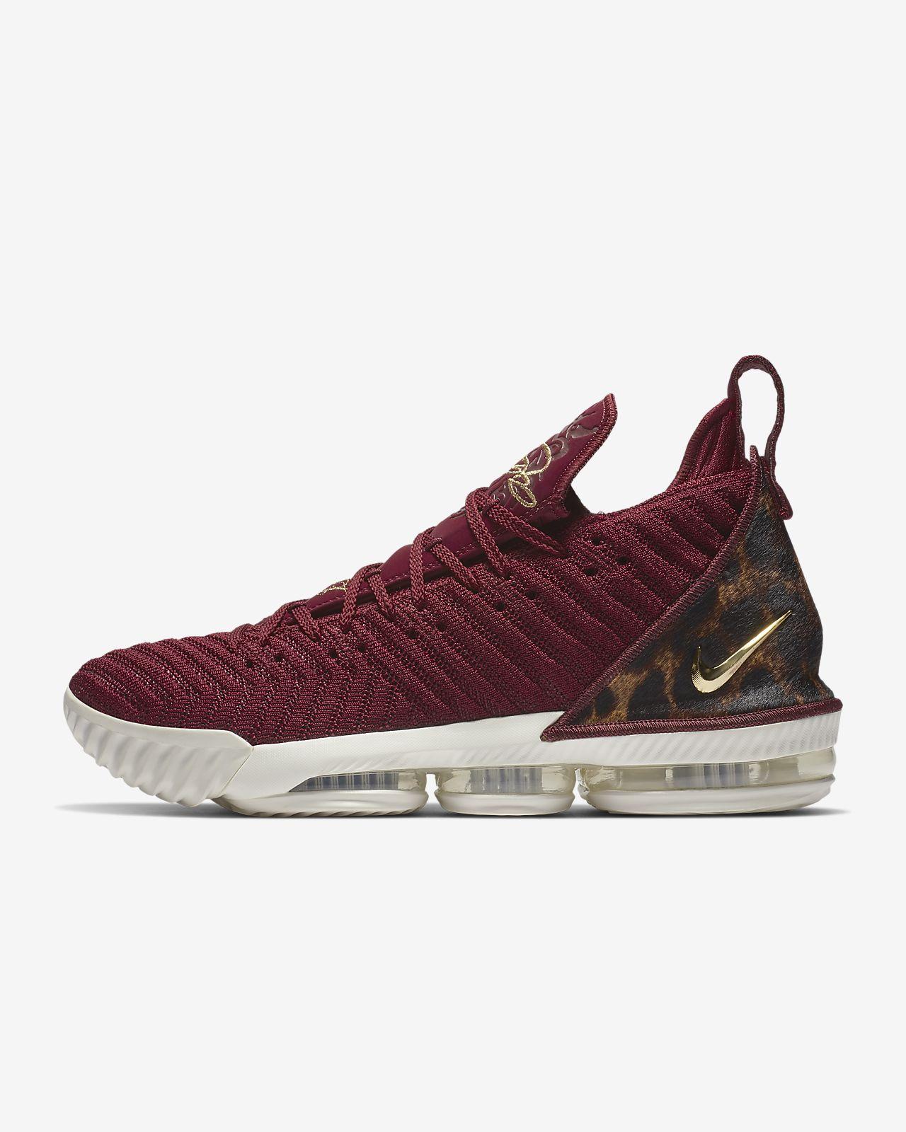 Chaussure de basketball LeBron 16