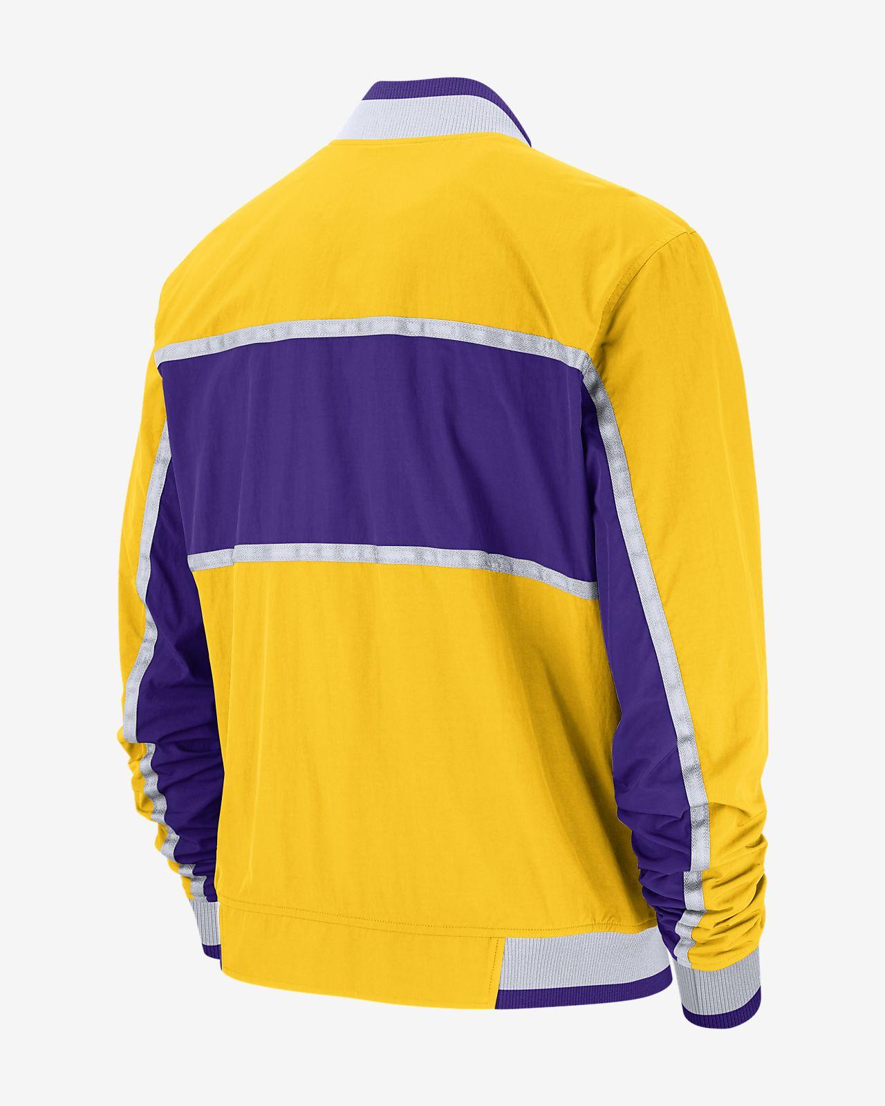9cb251b1e943 Los Angeles Lakers Nike Courtside Men s NBA Jacket. Nike.com CA