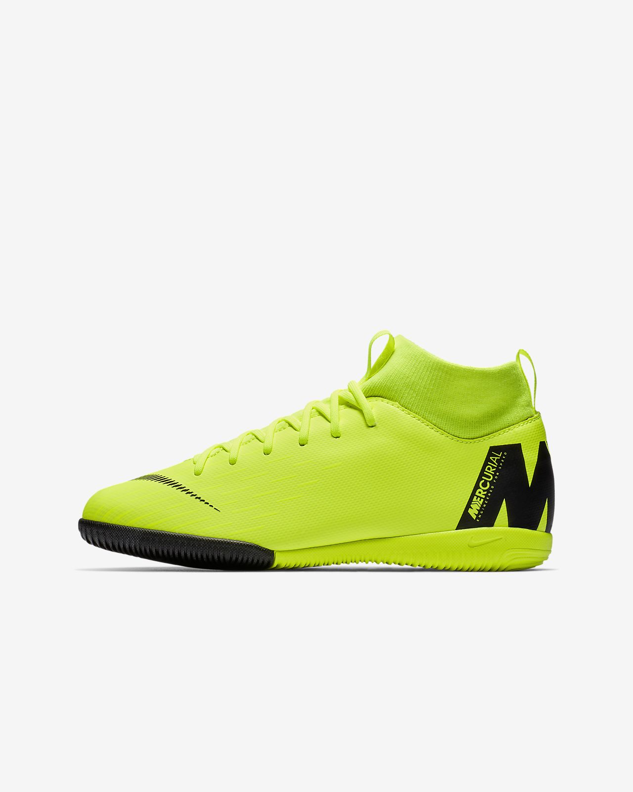 ... Calzado de fútbol para cancha cubierta para niños talla grande y  pequeña Nike Jr. SuperflyX ae0526e9e65bf