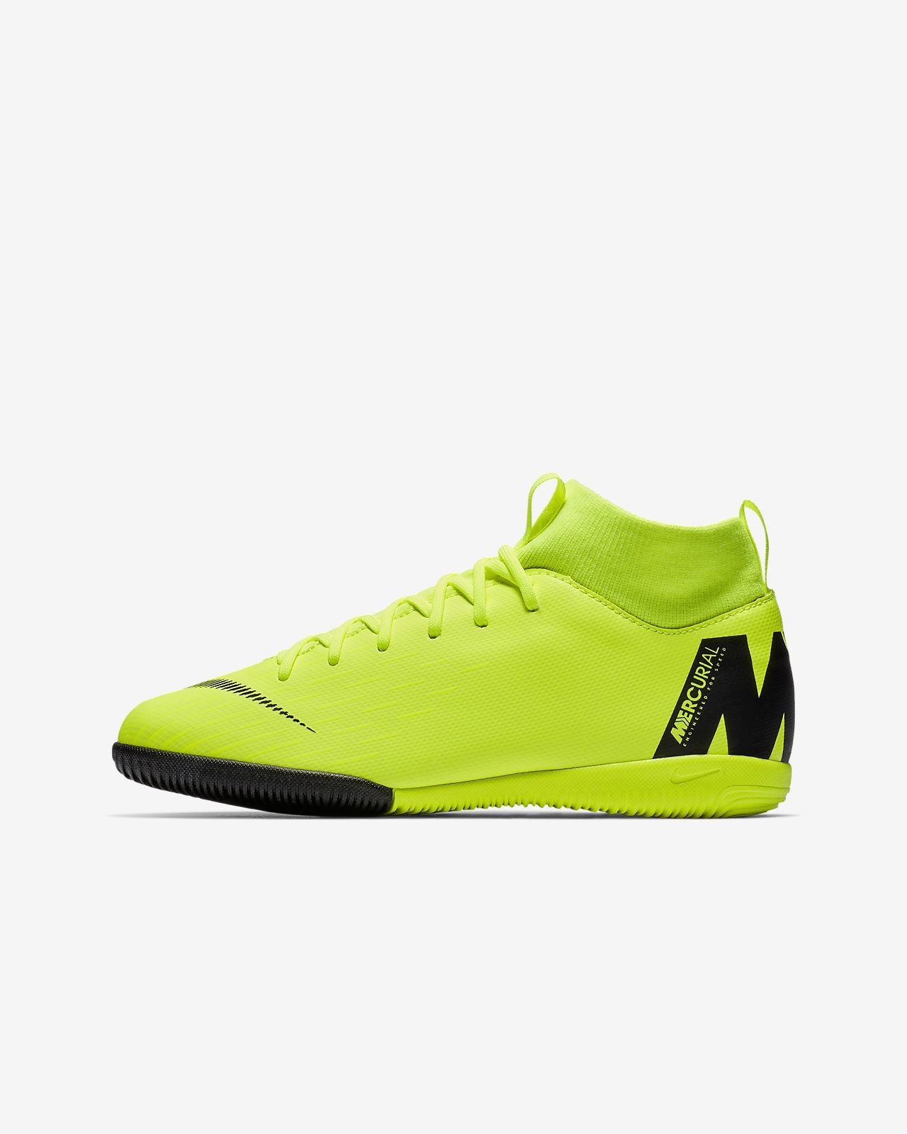 Nike Jr. SuperflyX 6 Academy IC Fußballschuh für Hallen- und Hartplätze für jüngere/ältere Kinder